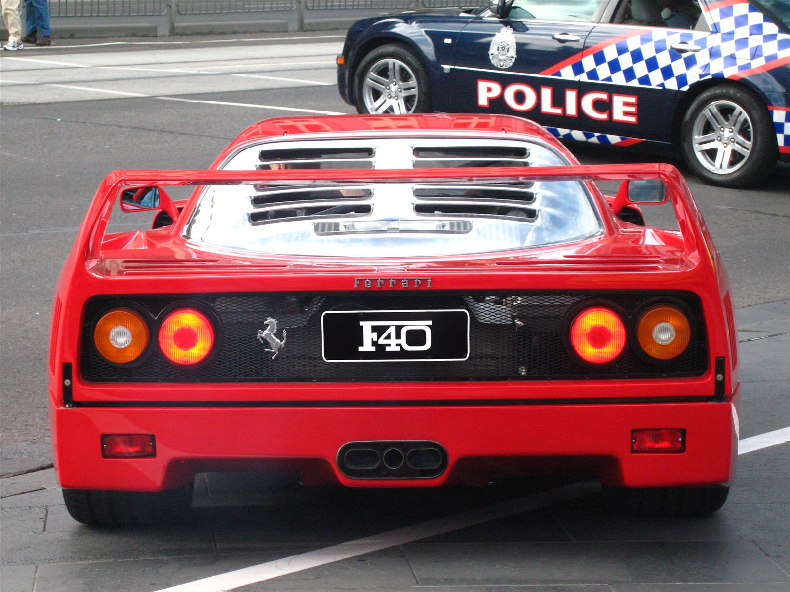Ferrari F40 - rear and police (Crown Casino, Melbourne, Australia, 3 March 2007).jpg