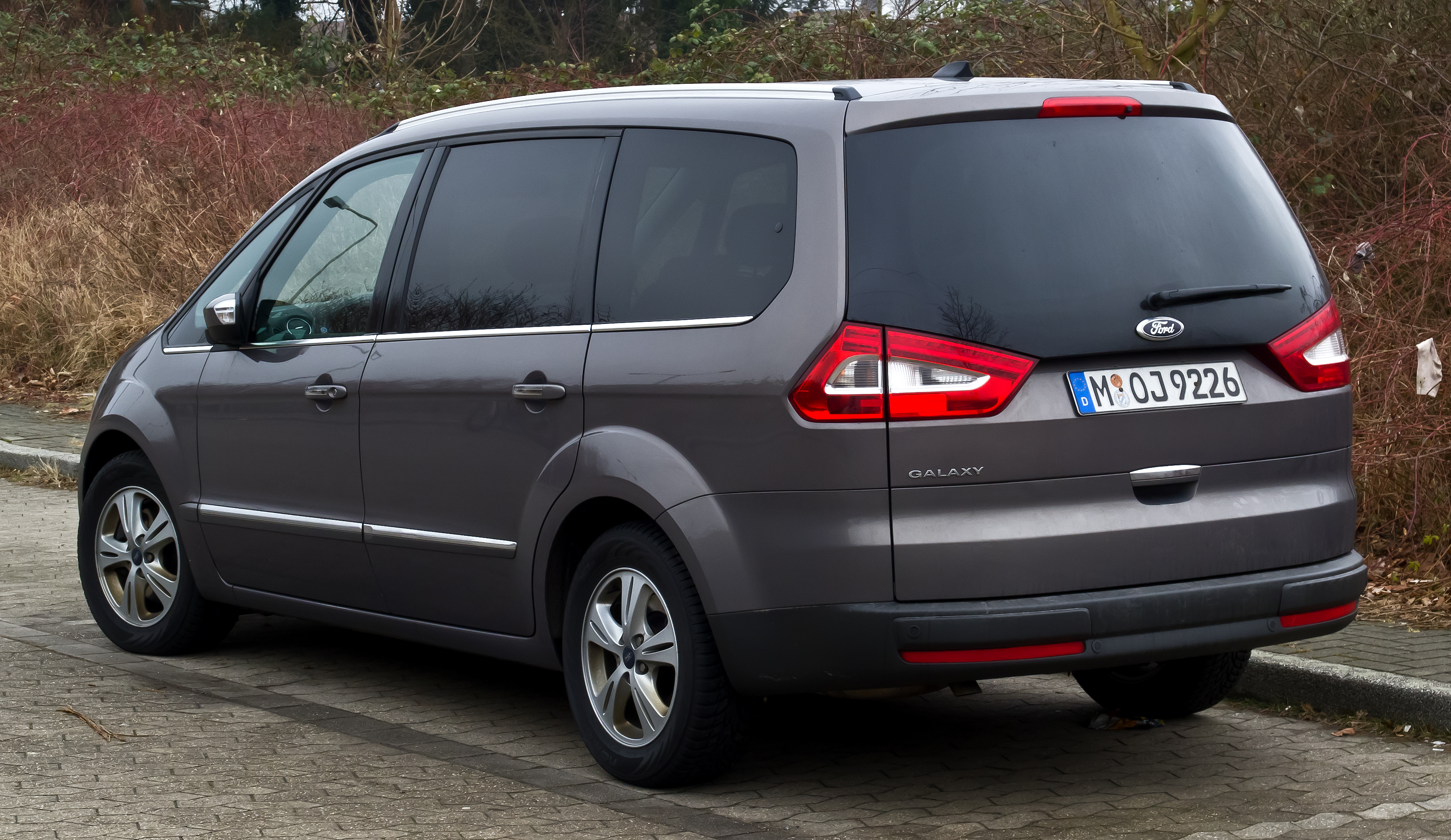 file ford galaxy ii facelift heckansicht 3 m rz 2013 wikimedia commons