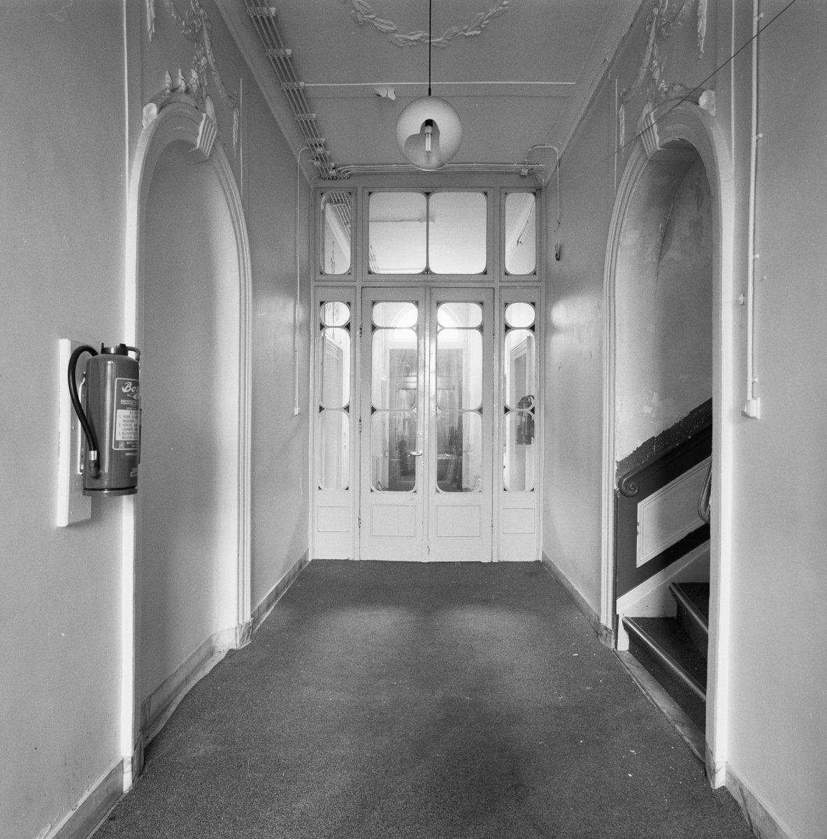 File interieur gang met tussendeur richting voorzijde rechts trap opgang links nis in de - Gang decoratie met trap ...
