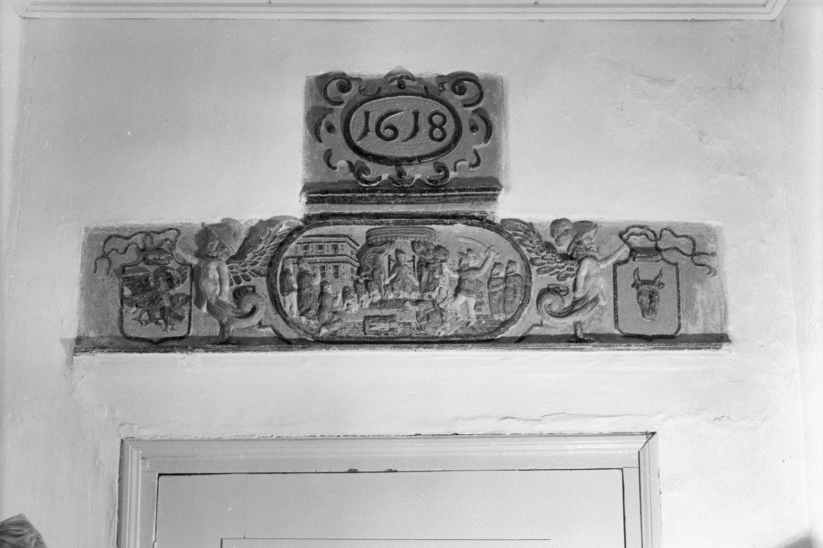 File interieur gang gebeeldhouwde steen met wapen salomo for Interieur steen