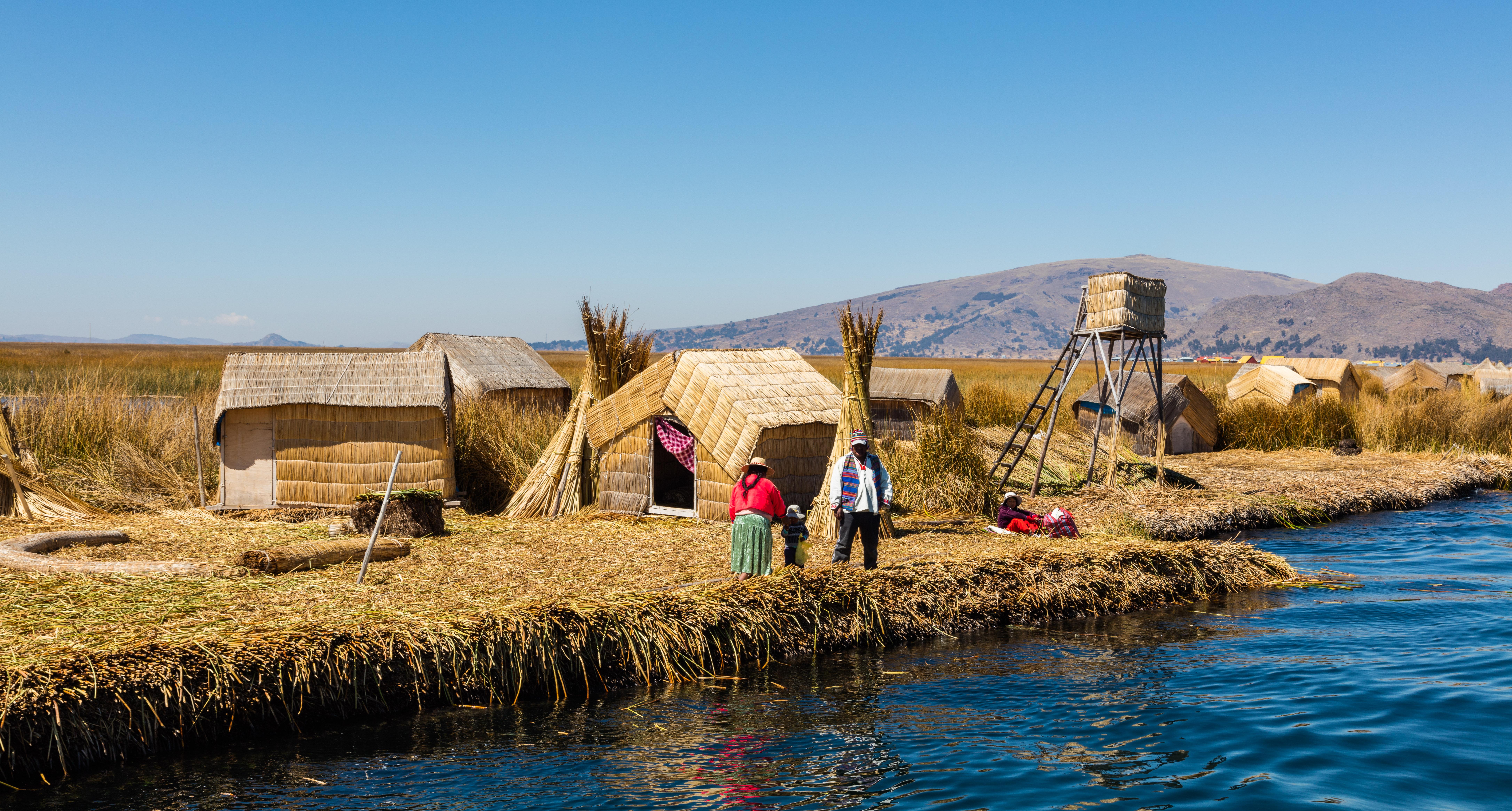 File:Islas flotantes de los Uros, Lago Titicaca, Perú, 2015-08-01 ...