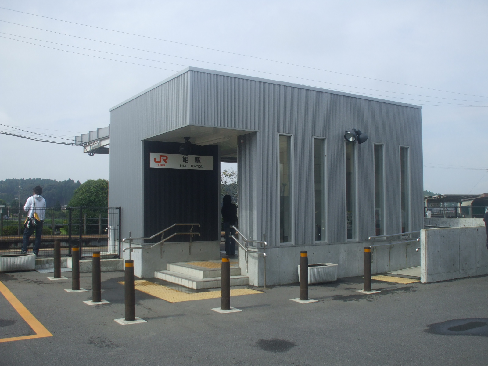 http://upload.wikimedia.org/wikipedia/commons/5/58/Jr_Central_Hime_Station.JPG