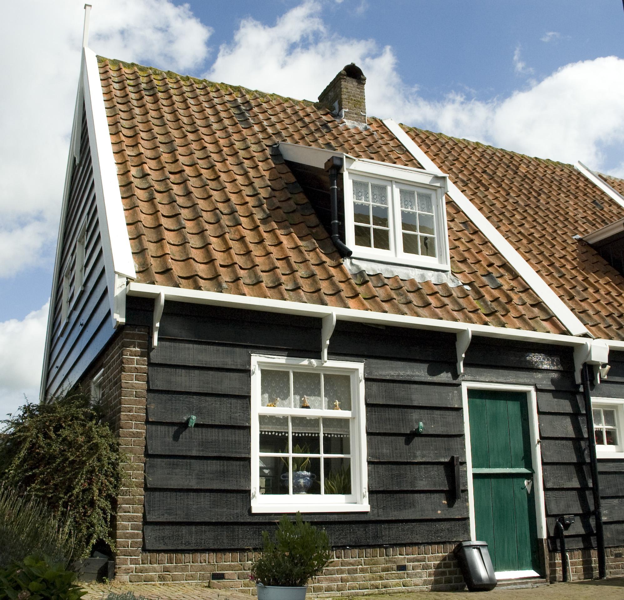 Houten huis onder zadeldak in marken monument for Hout huis