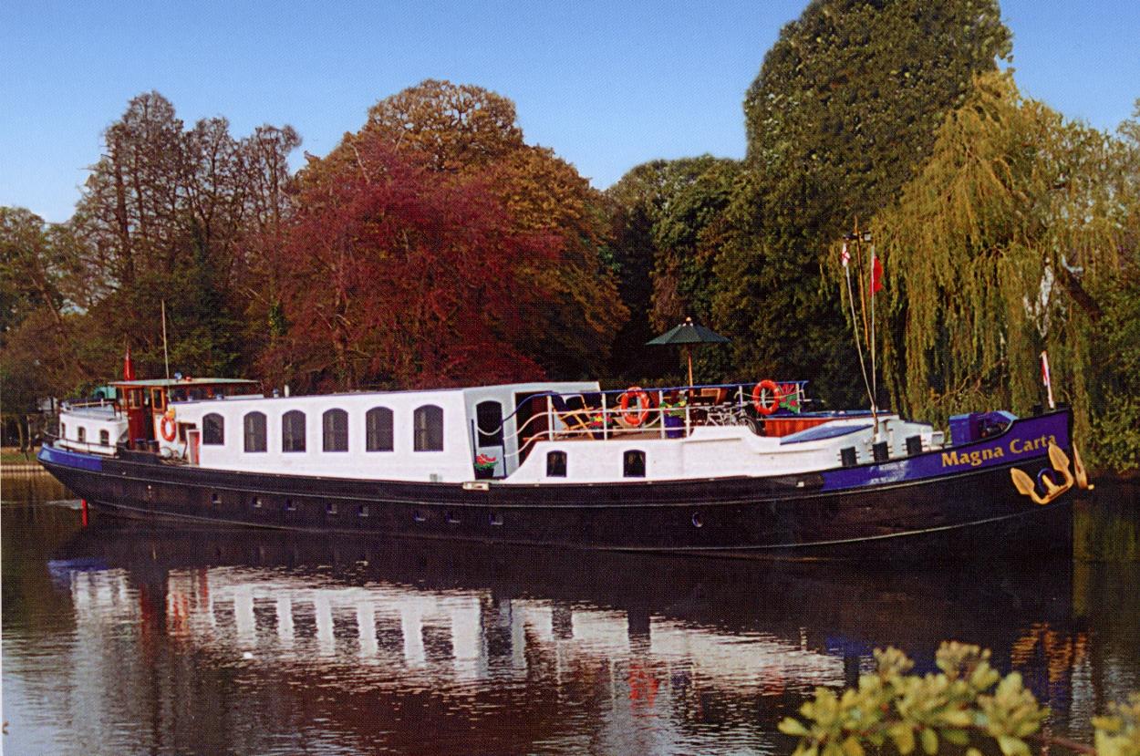 37c8b039bfa8 Magna Carta (barge) - Wikipedia