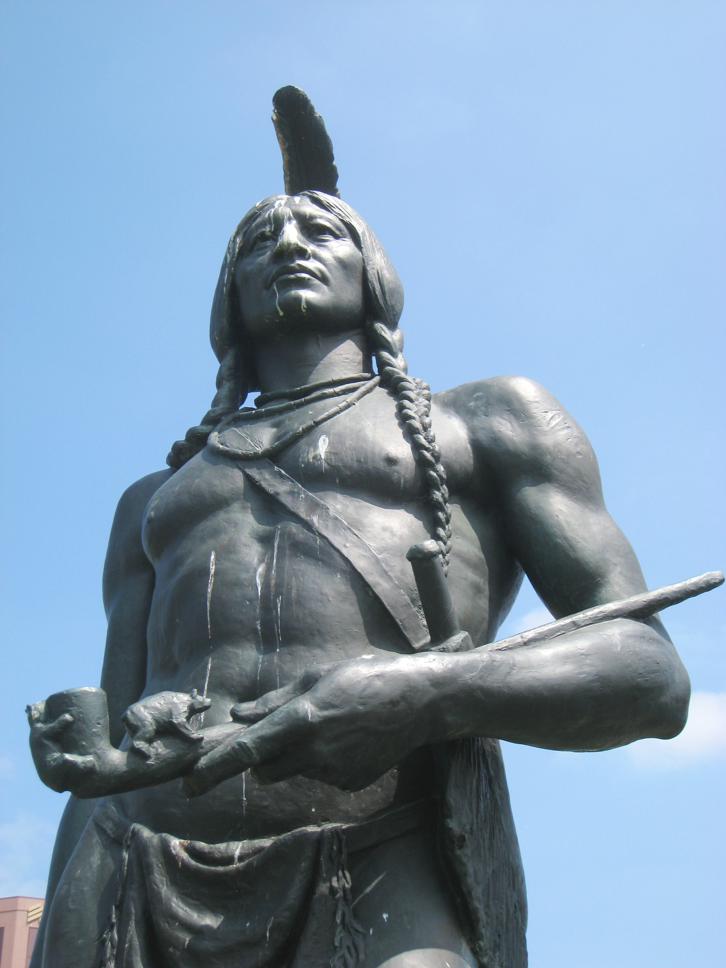 https://upload.wikimedia.org/wikipedia/commons/5/58/Massasoit%2C_KC_MO_-_detail.JPG