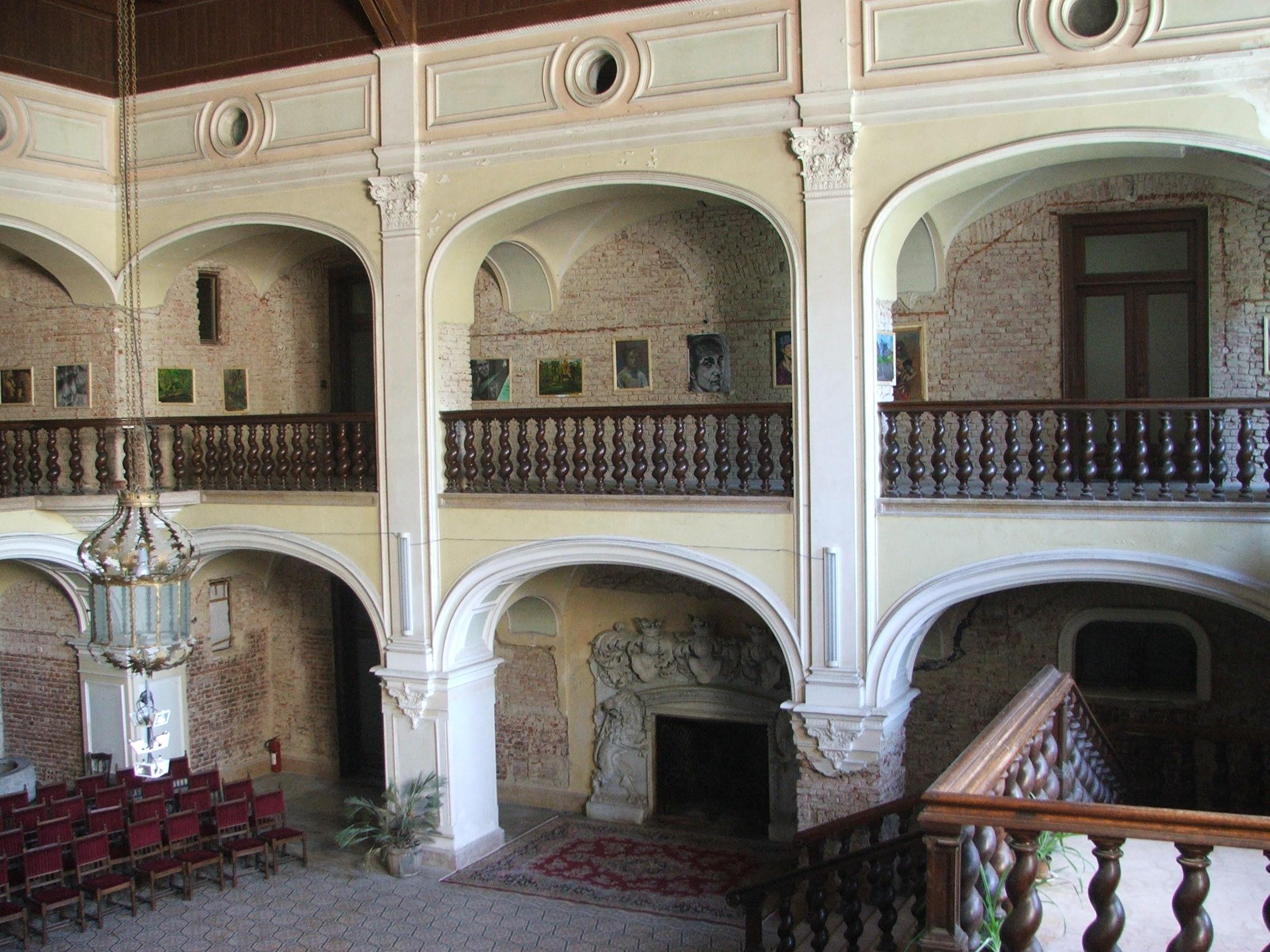 Nagykároly, Károlyi-kastély, aula.JPG