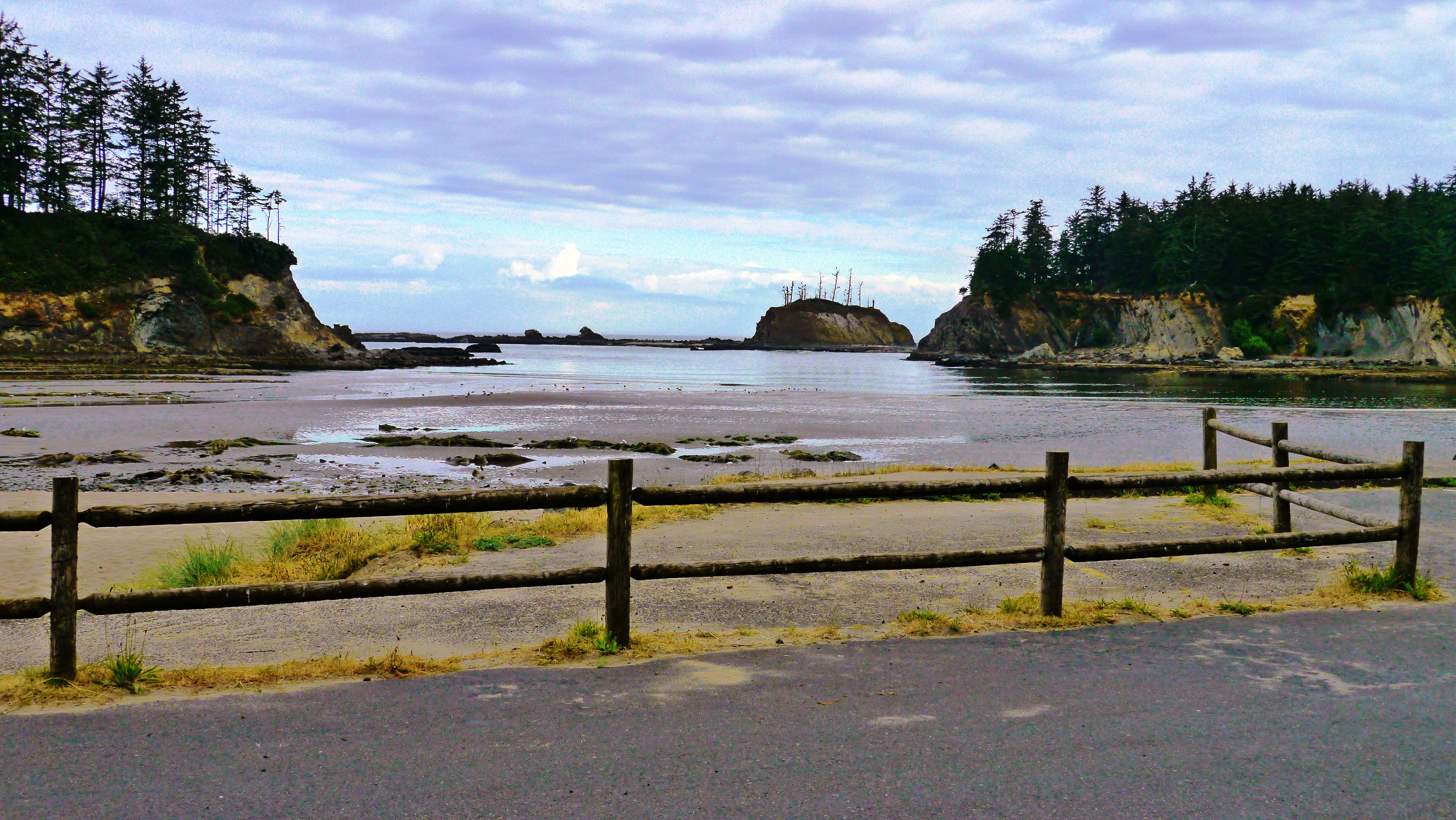 Photo of Sunset Bay State Park launch point taken from the parking lot
