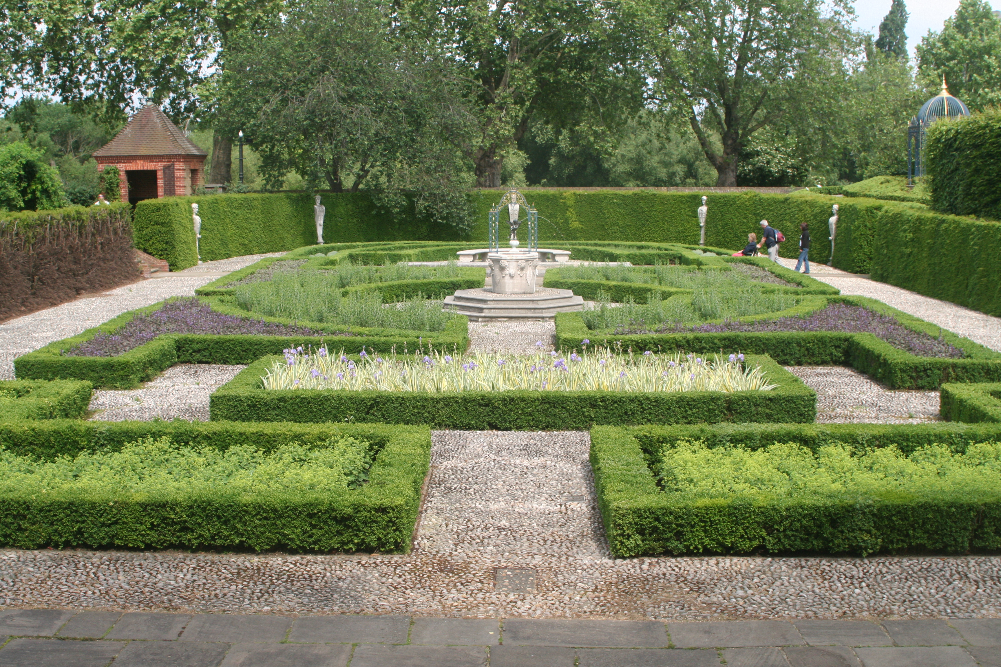 File part of formal gardens kew palace jpg for Formal garden