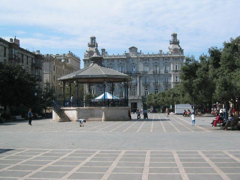 File:Plaza de Pombo en Santander.PNG
