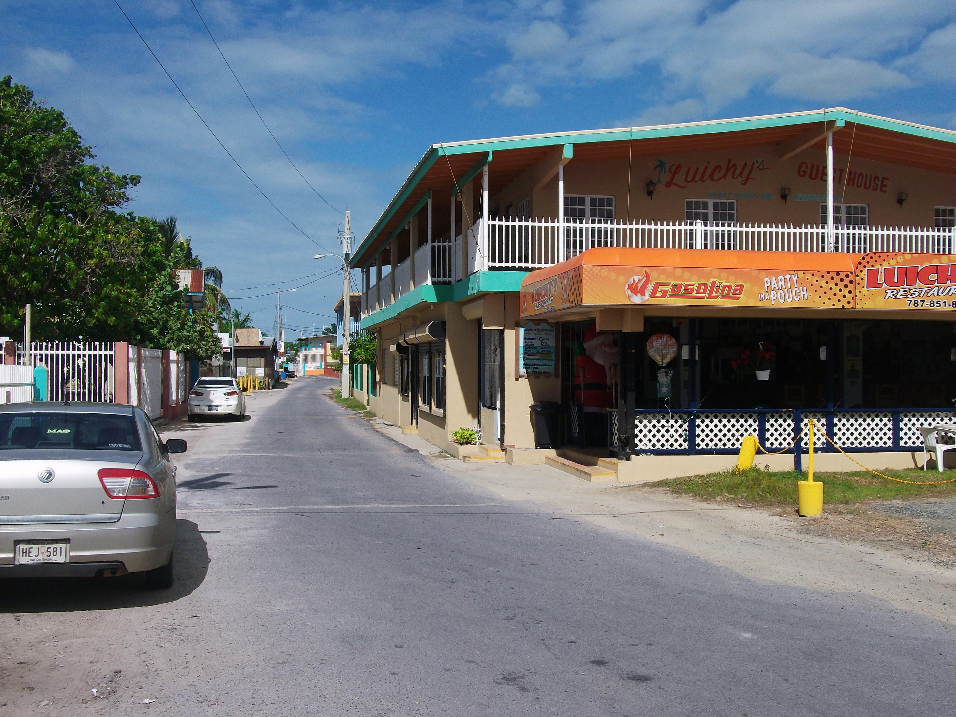 File poblado el combate cabo wikimedia commons for Villas koralina combate cabo rojo