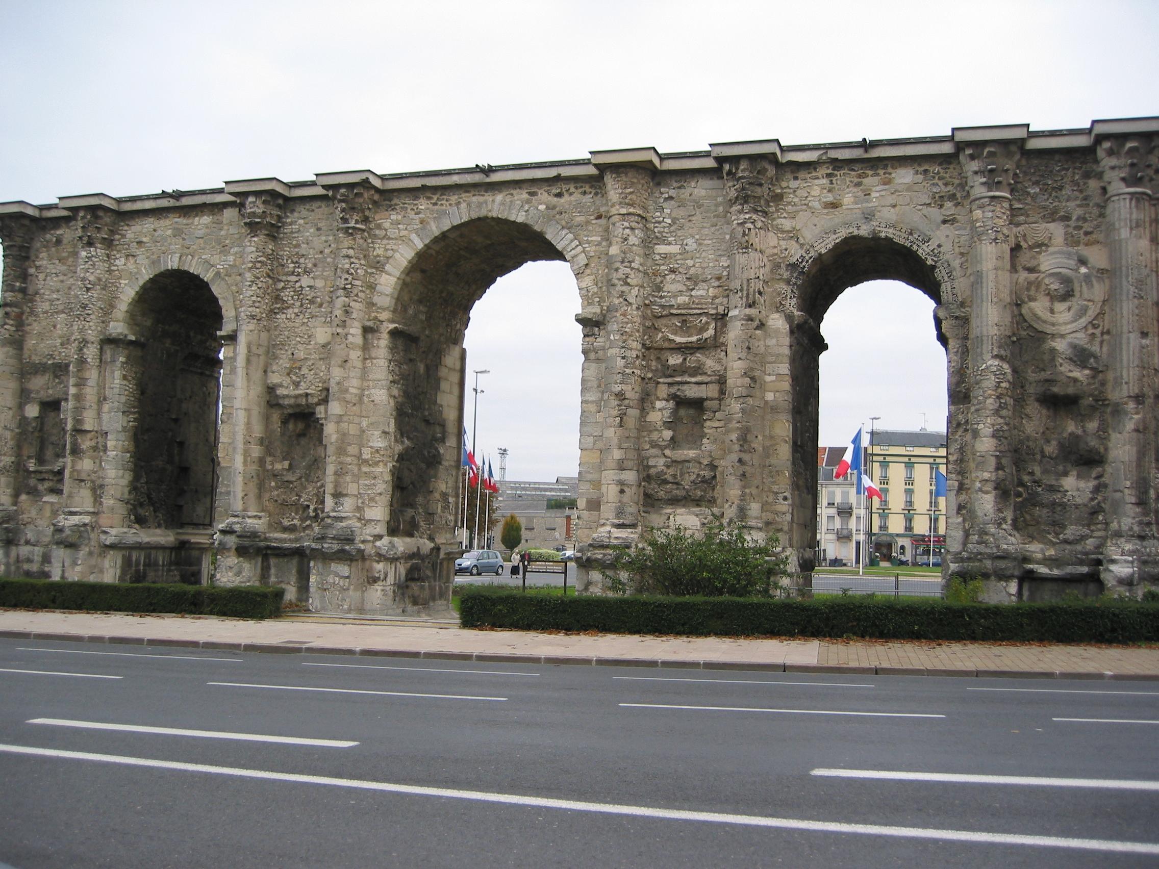 Monuments reims for Porte de garage reims
