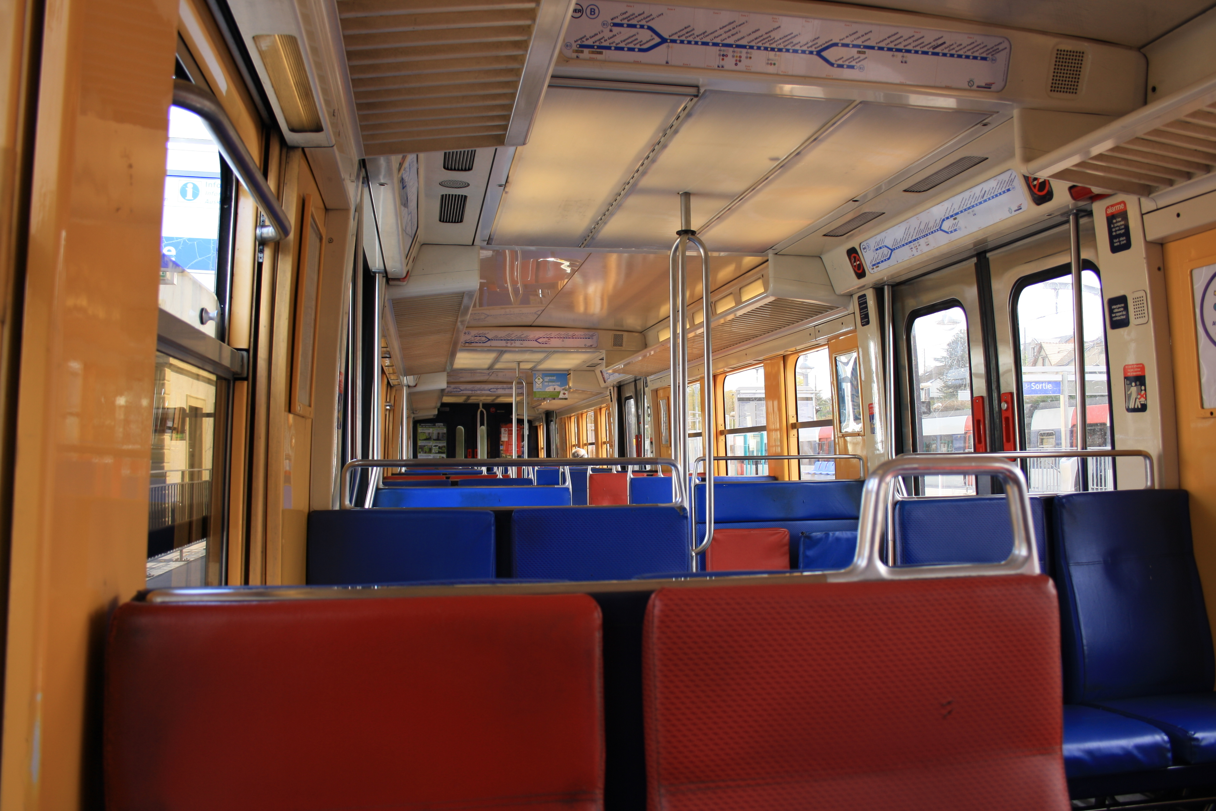 File rer b interieur wikimedia commons for Interieur software