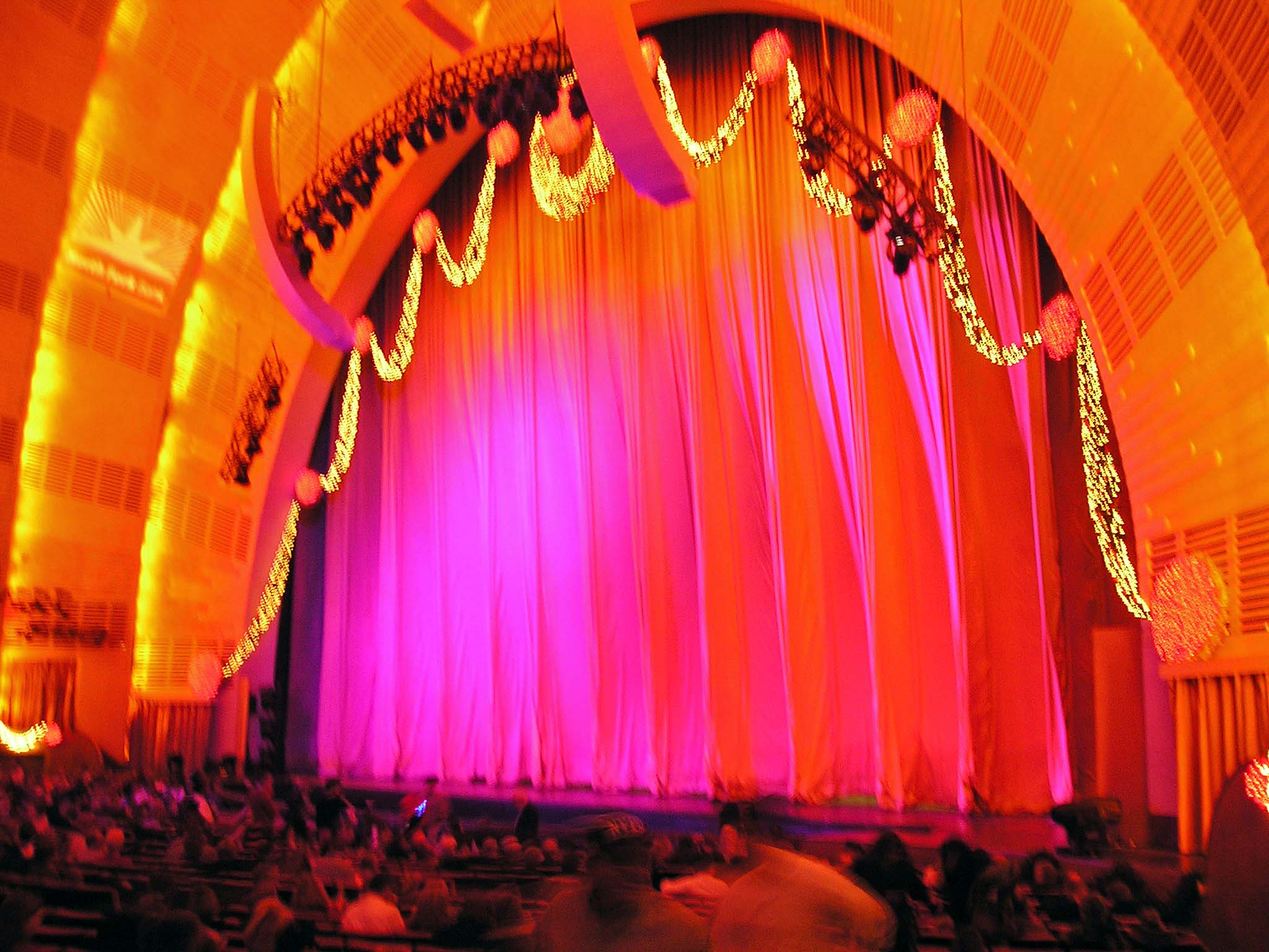 Description radio city music hall new york