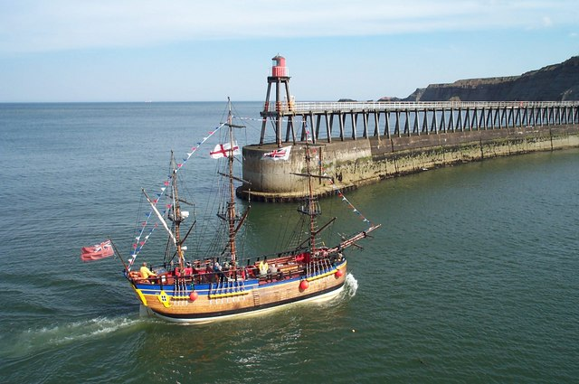 File:Replica Endeavour pleasure boat entering Whitby Harbour - geograph.org.uk - 787533.jpg
