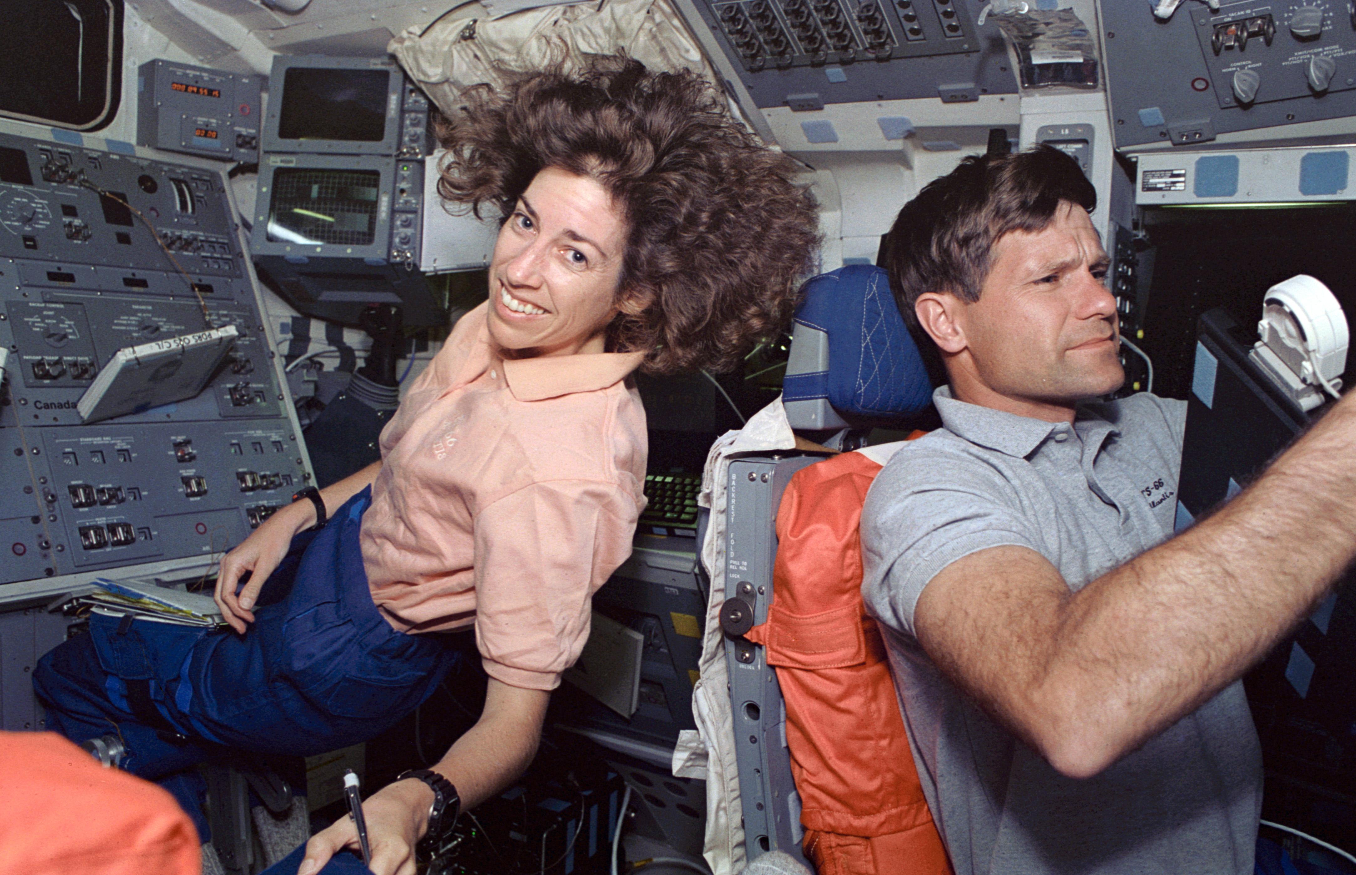ellen ochoa on space shuttle discovery - photo #20
