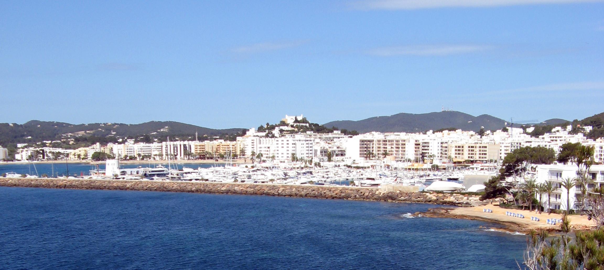 vista de Santa Eularià des Riu en Ibiza
