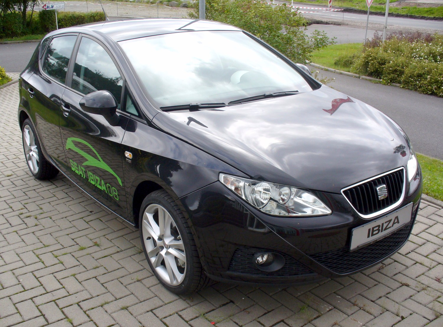 file seat ibiza 6j 1 9 tdi sport magicoschwarz jpg wikipedia. Black Bedroom Furniture Sets. Home Design Ideas