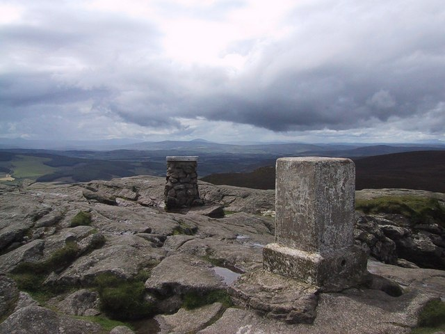 Summit Indicator and Trig Point on Mither Tap - geograph.org.uk - 976028