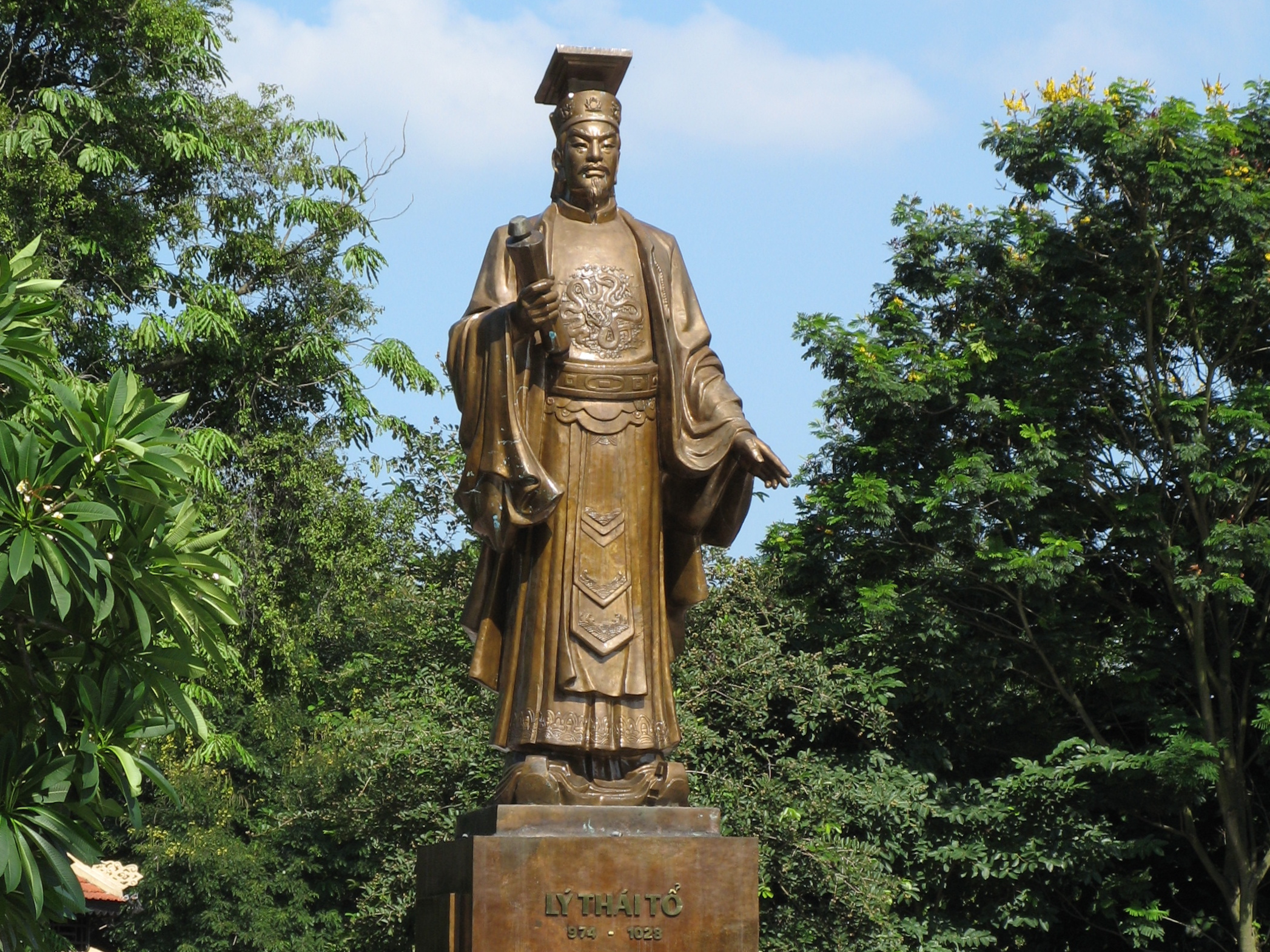 emperor lý thai tổ made thăng long hanoi his capital