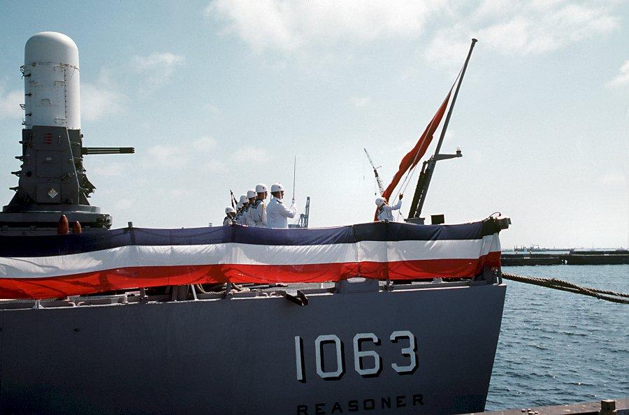 Turkish_flag_raised_on_the_stern_of_ex-USS_Reasoner_%28FF-1063%29.jpg