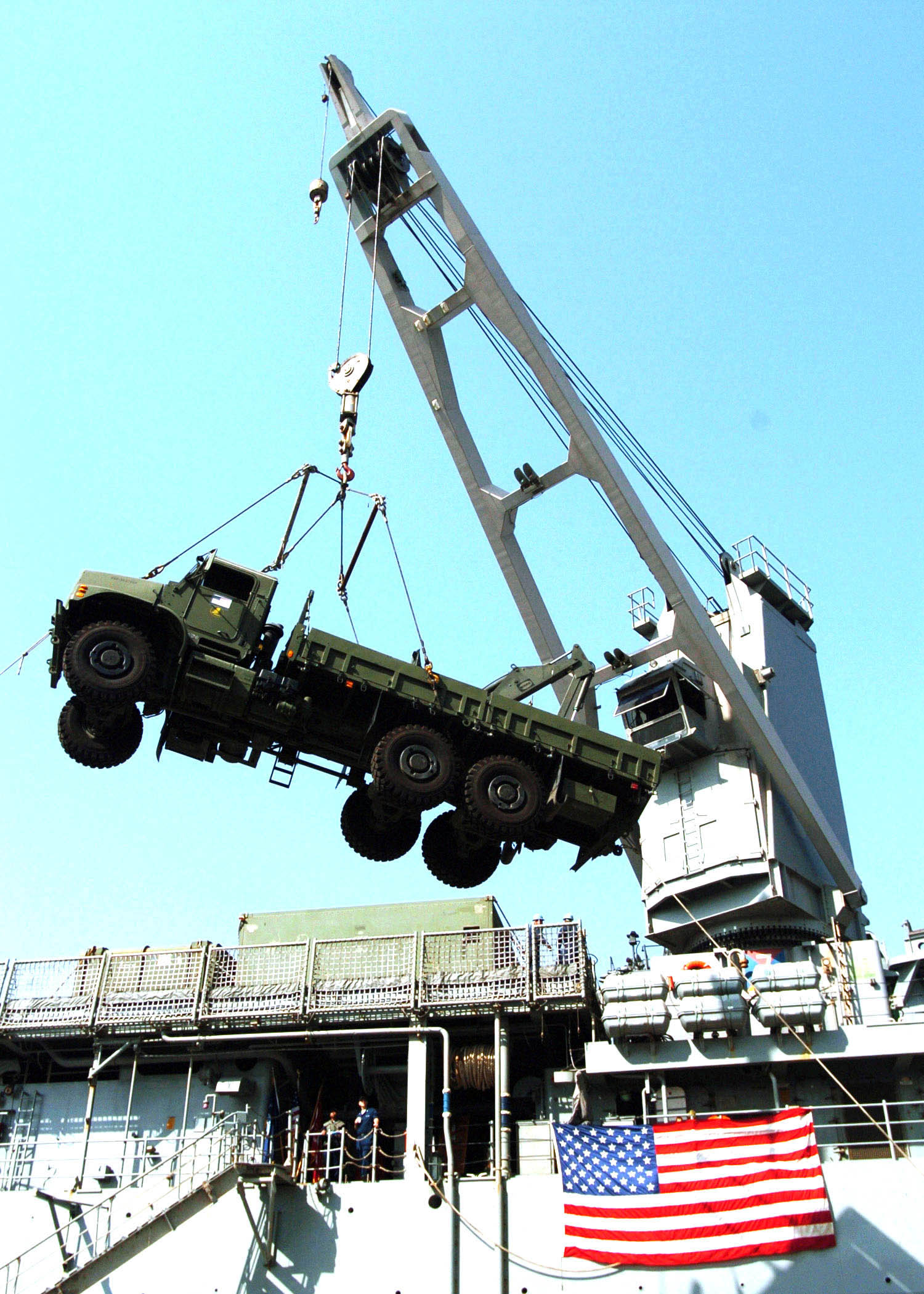 Pearl Harbor >> File:US Navy 051018-N-0716S-009 A crane aboard the dock ...