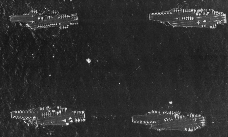 US_Navy_Battle_Force_Zulu_carriers_overhead_view_in_1991.jpg