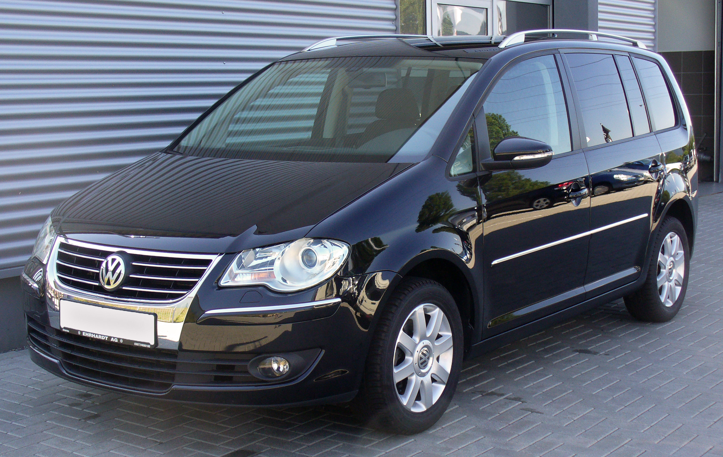 vw touran 2 0 tdi dsg highline deep black jpg. Black Bedroom Furniture Sets. Home Design Ideas