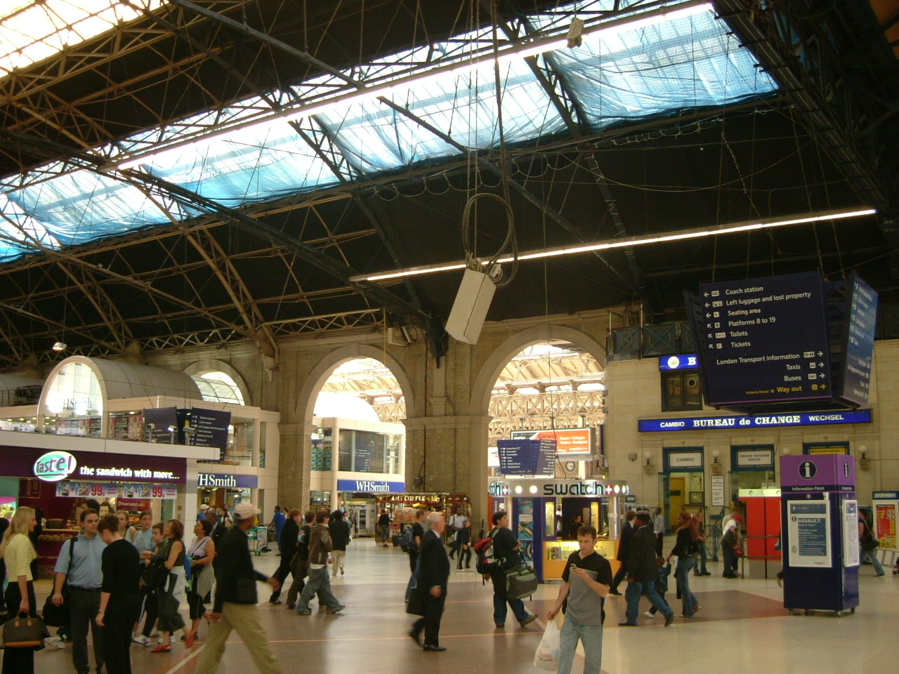 File:Victoria Station Concourse.jpg - Wikipedia, the free encyclopedia