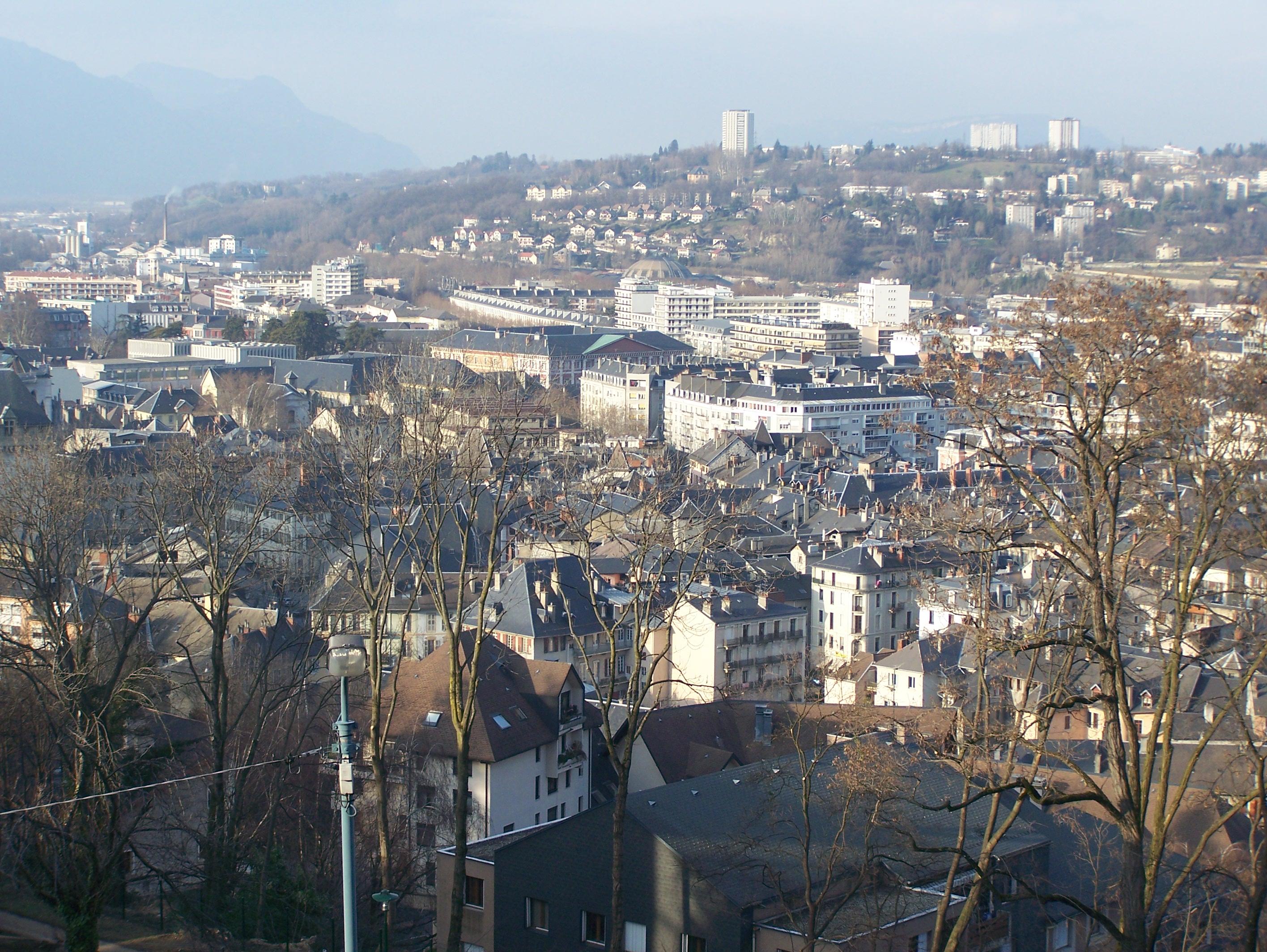 File ville de chamb ry jpg wikimedia commons for Piscine de chambery
