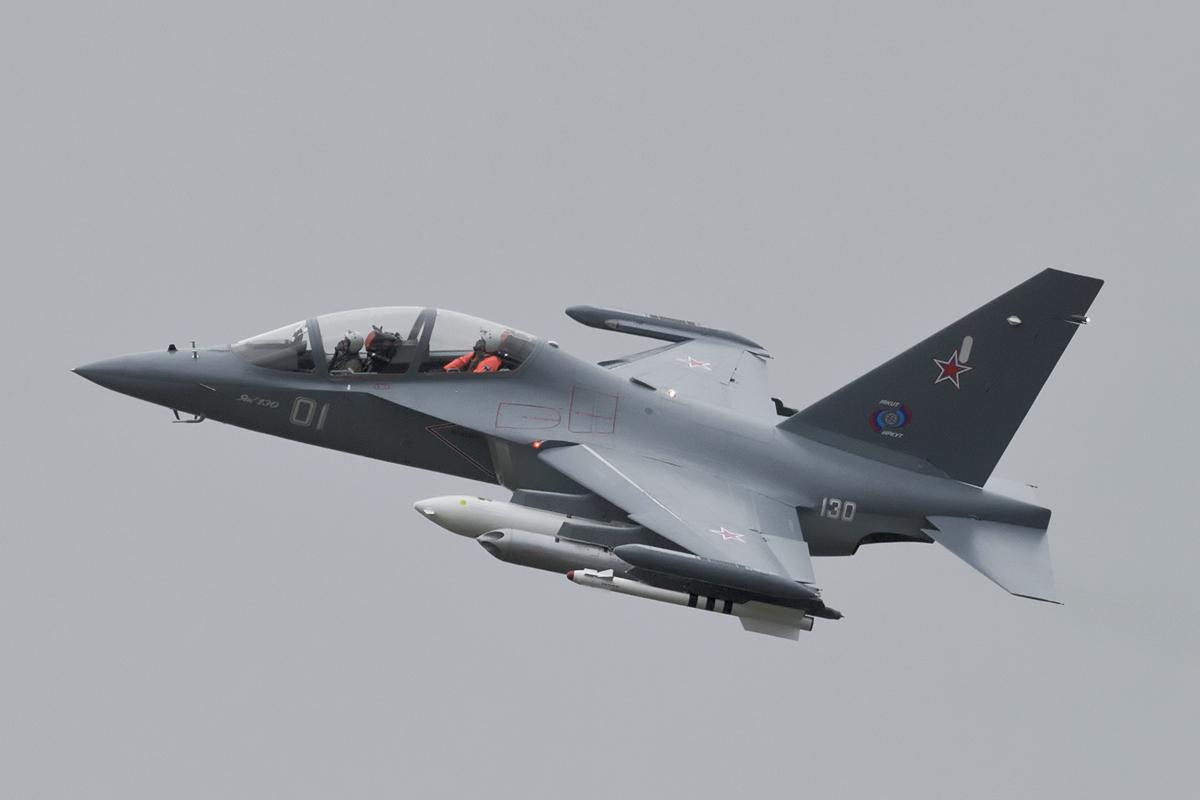 Самолёт Як-130 https://ru.wikipedia.org/wiki/%D0%AF%D0%BA-130 - ВВС России получили очередную партию истребителей Cу-30СМ и Як-130 | Военно-исторический портал Warspot.ru