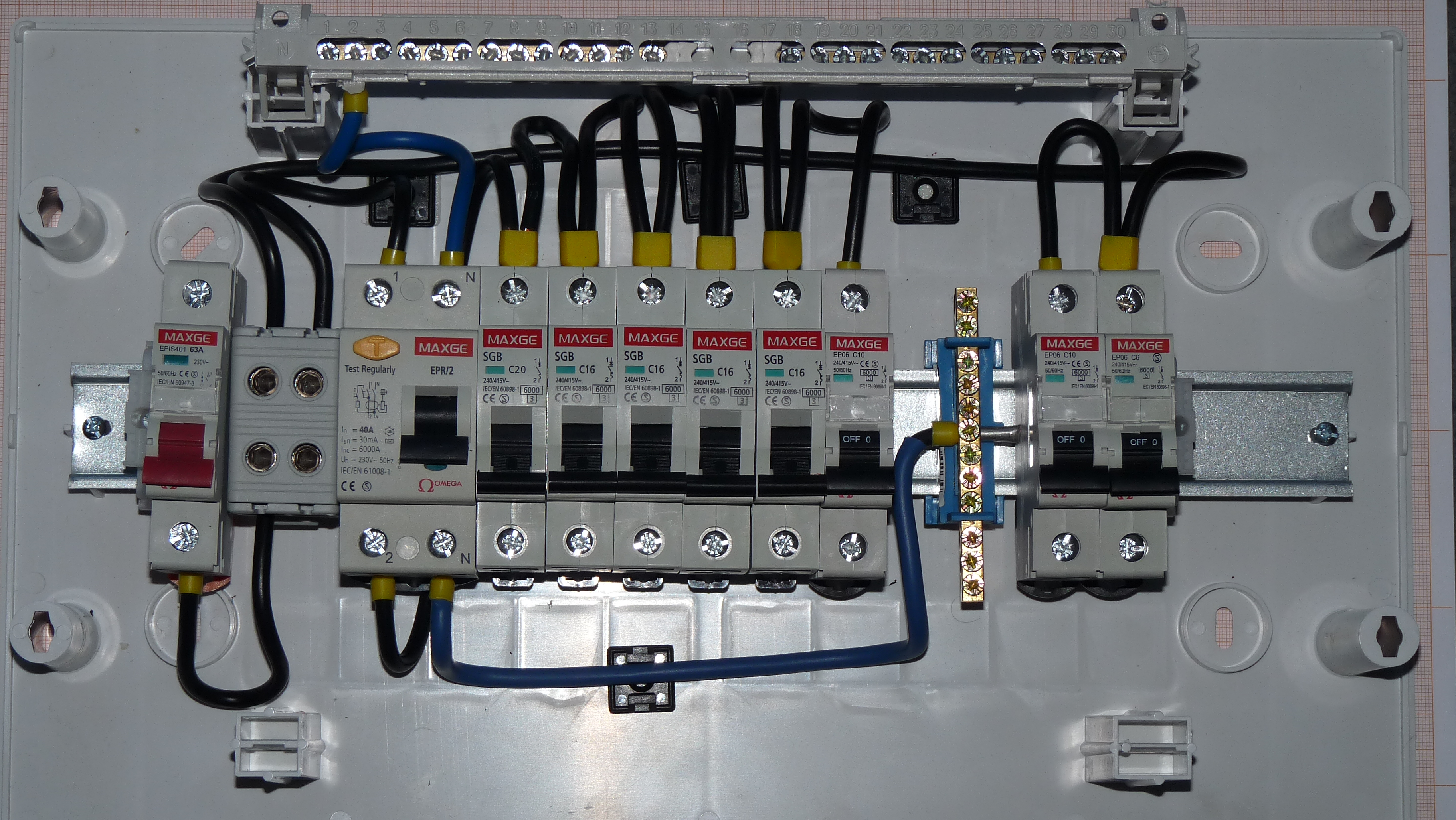 File:Ümera 12 - fuse box for apartment.JPG