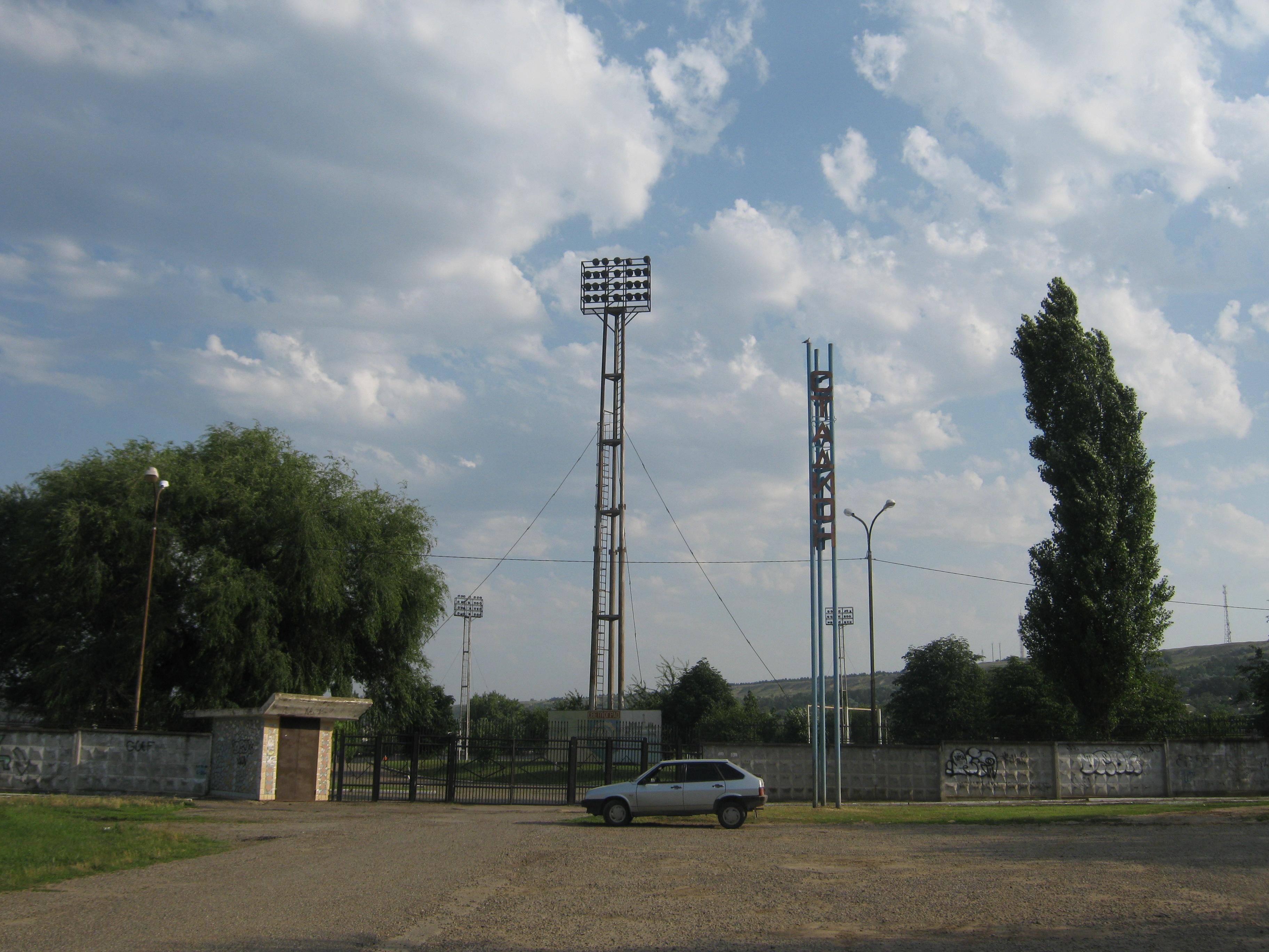 Памятник Скала с колотыми гранями Поворино
