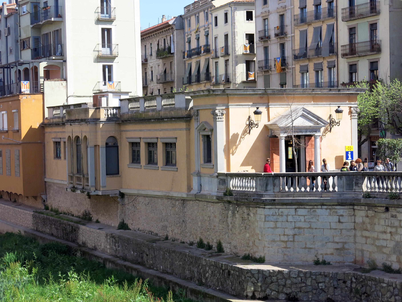 File 042 oficina de turisme fa ana del riu girona jpg for Oficina de extranjeria girona
