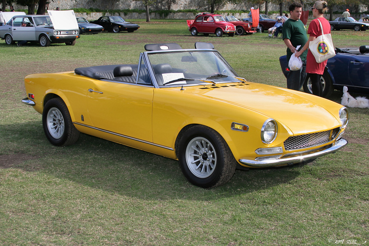 File 1970 Fiat 124 Spider Sport yellow fvr 1
