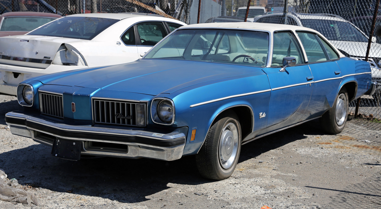 File:1975 Oldsmobile Cutlass Four Door Sedan