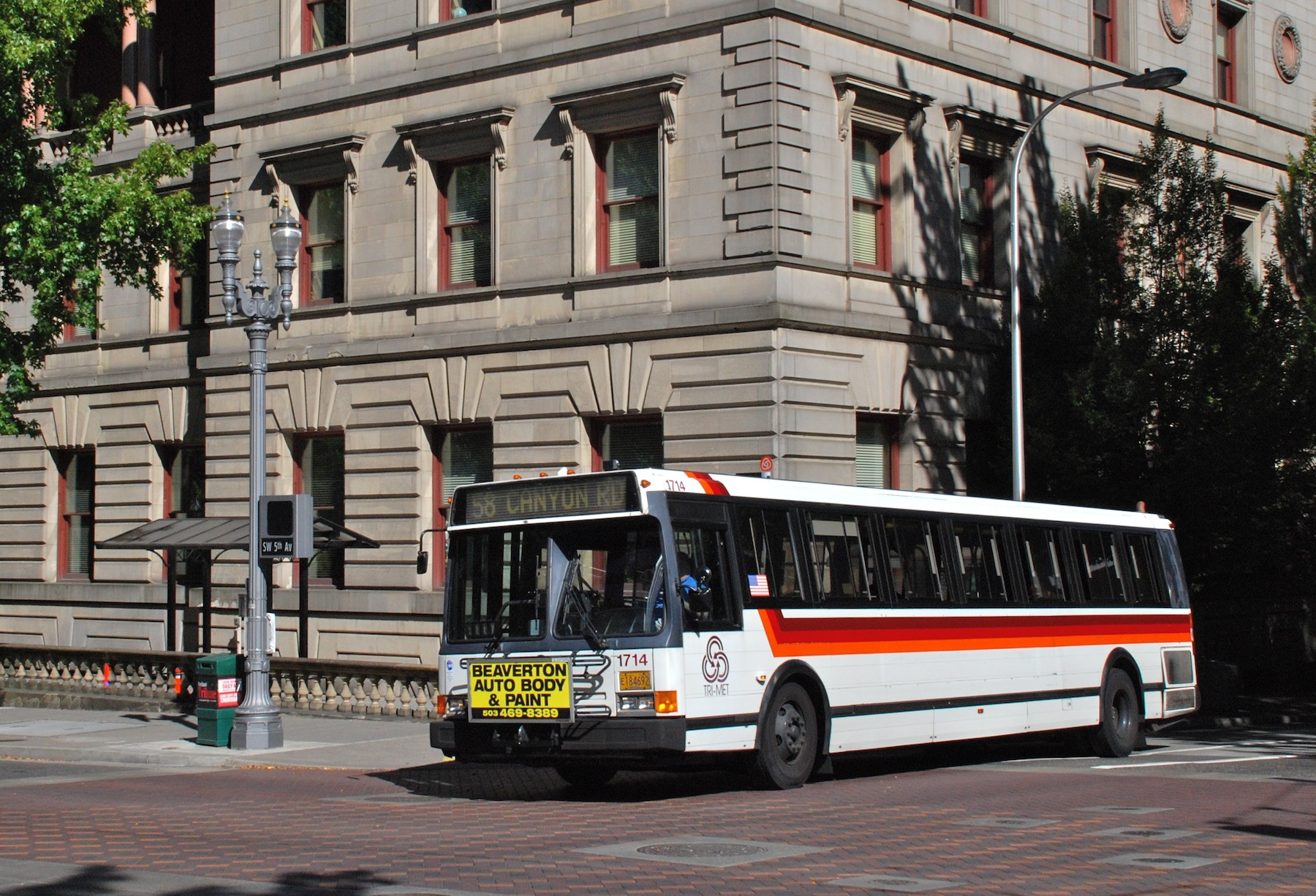 File:1992 Flxible bus, TriMet 1714, in downtown Portland ...