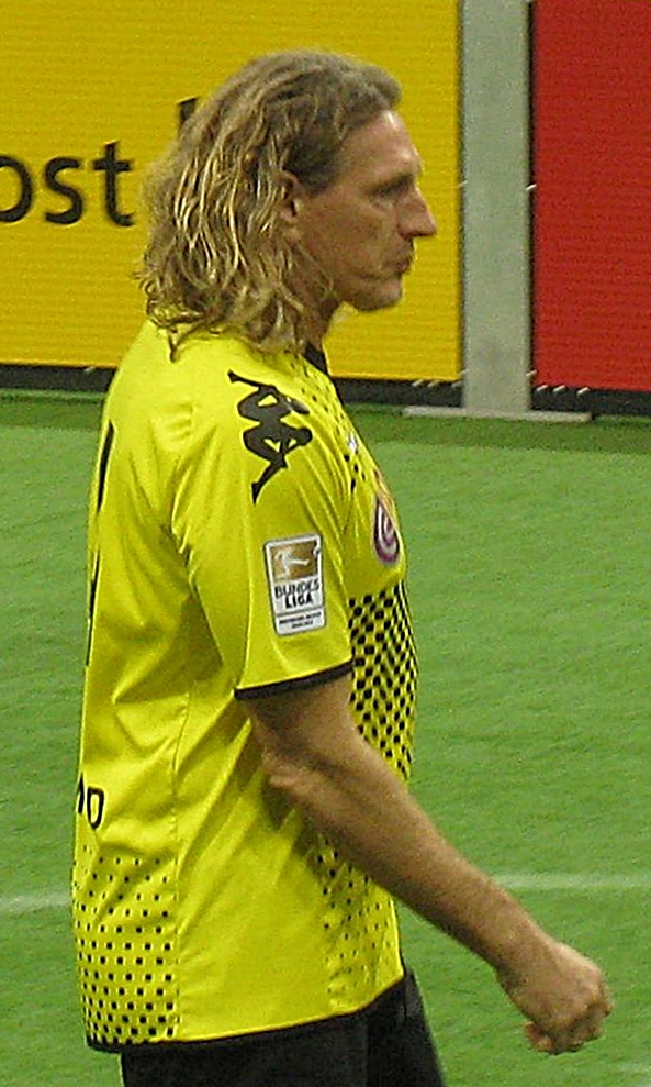 Schulz playing for a [[Borussia Dortmund]] veterans team