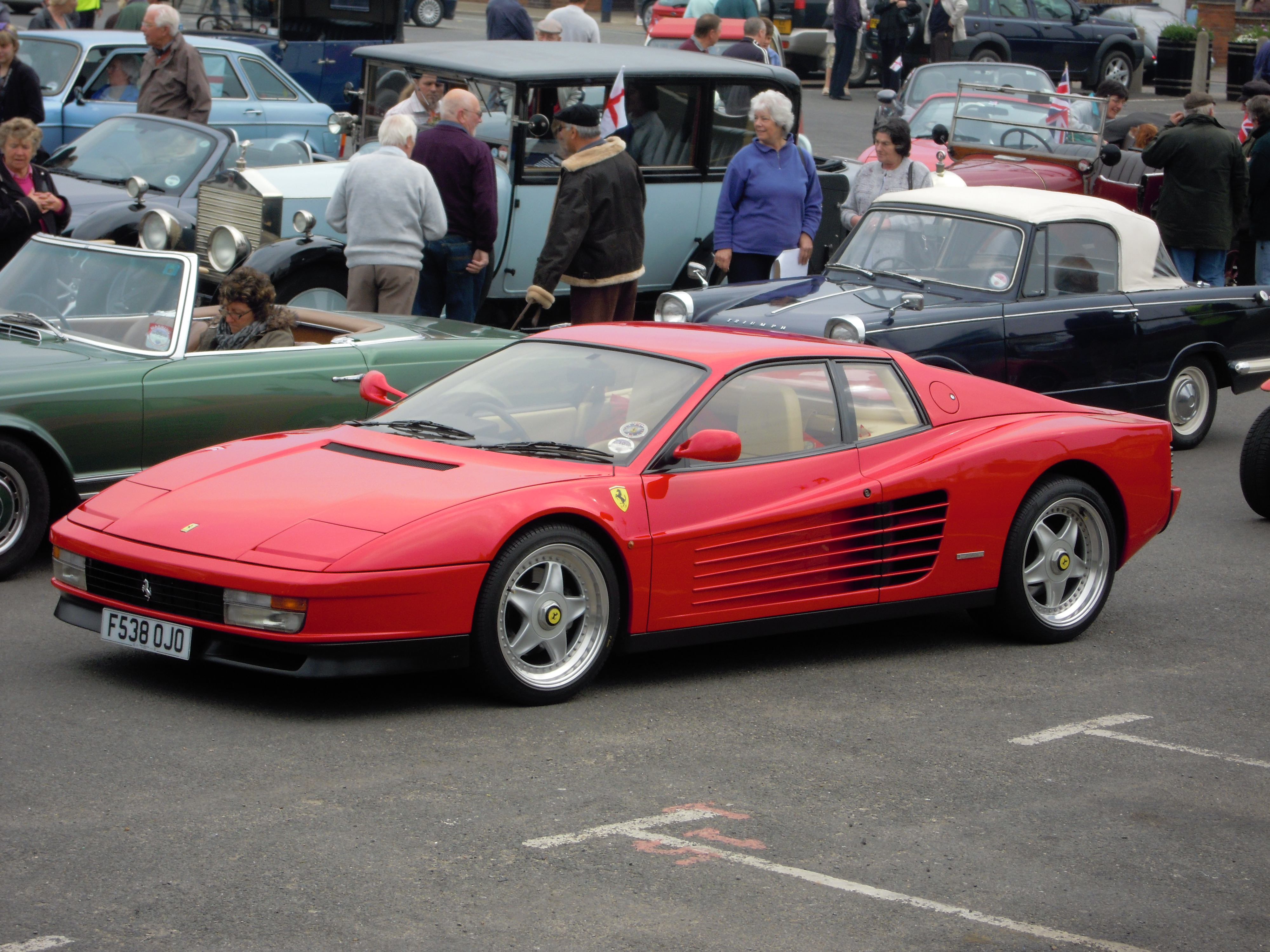 Sports model Ferrari Testarossa, classic model ferrari