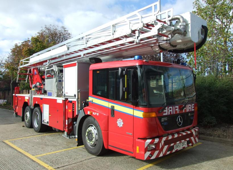File Aerial Ladder Platform Fire Truck London Uk 2007