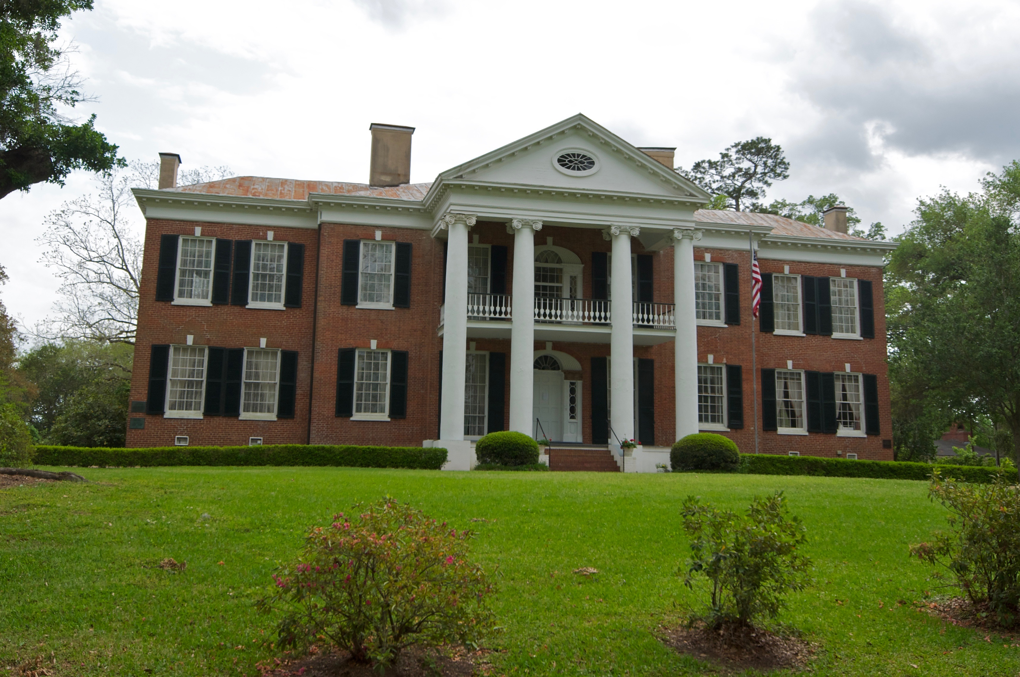 Auburn Mansion, Natchez, Mississippi, in April 2011.jpg