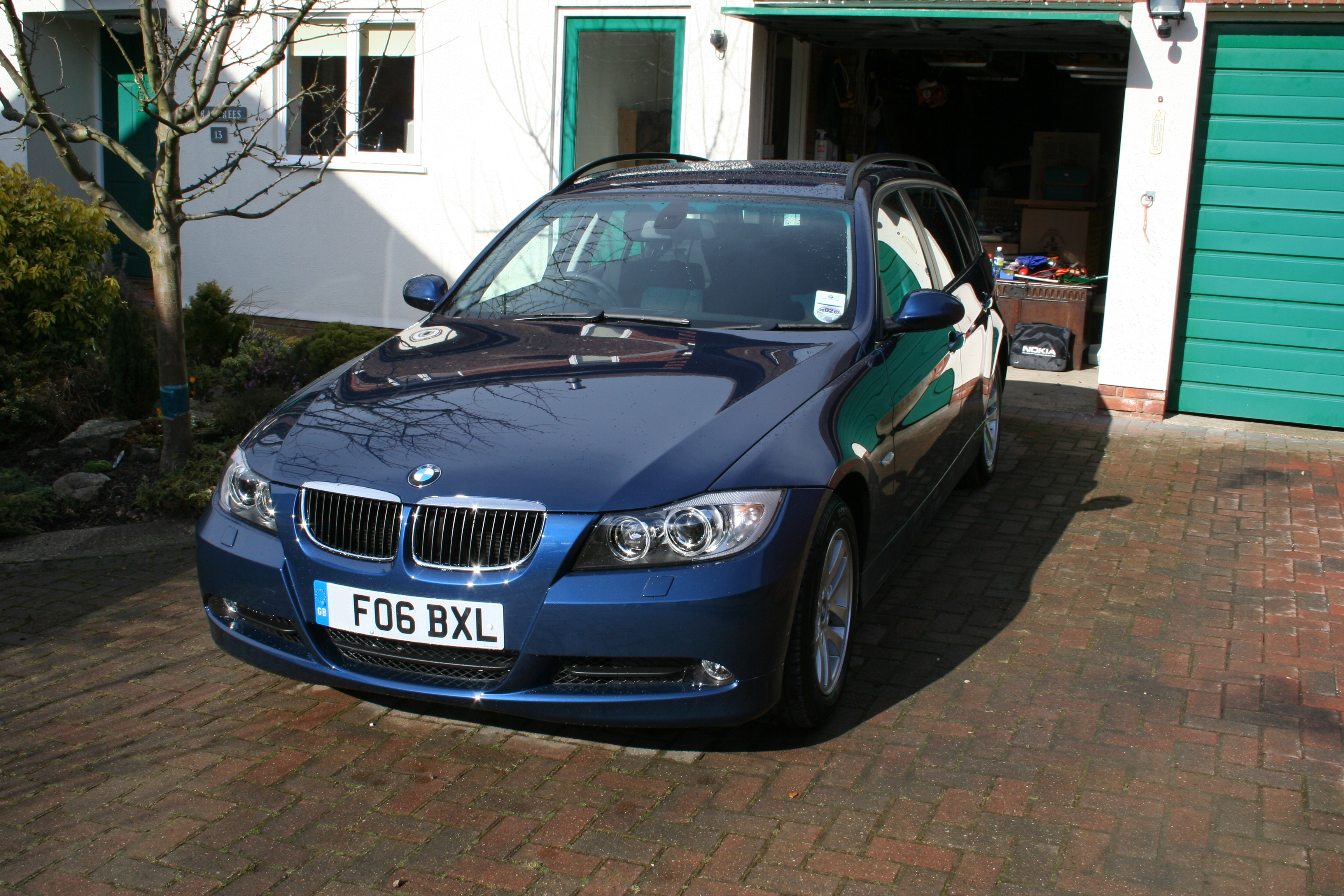 File:BMW 320d SE Touring (107205490).jpg - Wikimedia Commons