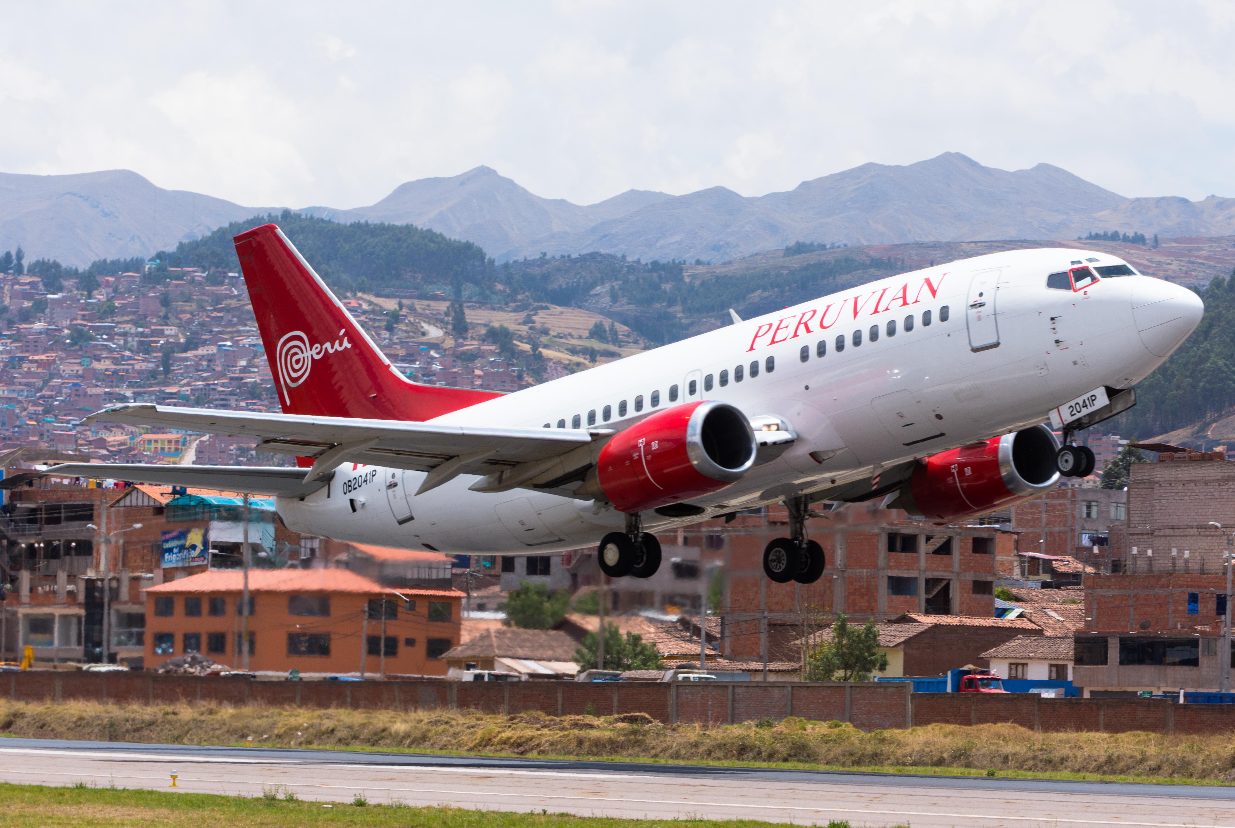 File Boeing 737 500 Peruvian Airlines Jpg Wikimedia Commons