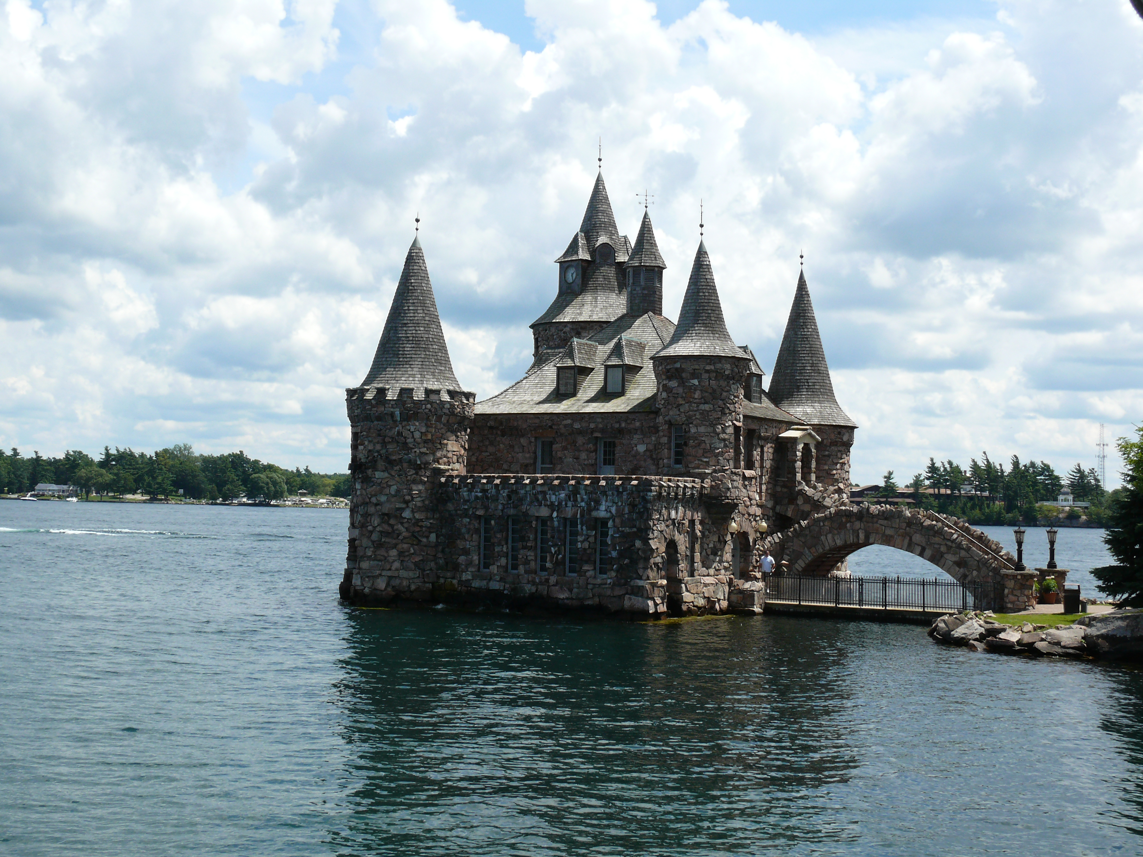 File boldt castle power house 2 jpg wikimedia commons Castle home