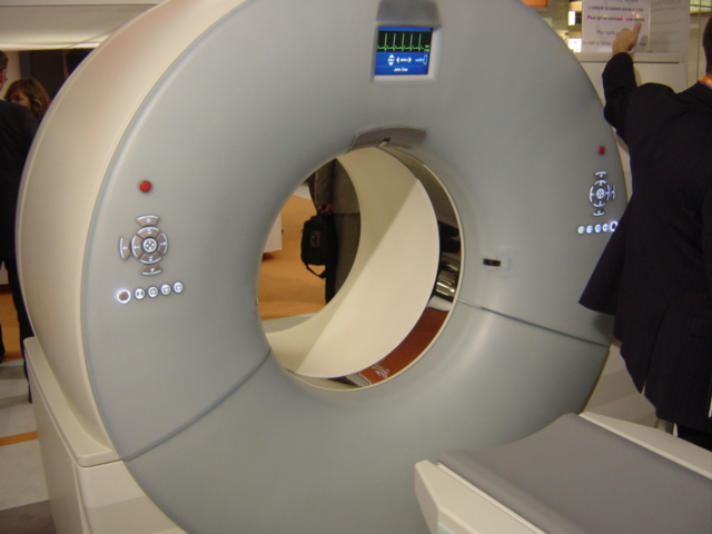 http://upload.wikimedia.org/wikipedia/commons/5/59/CT-scan_double_tubes.jpg
