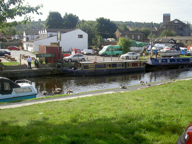 Calder and Hebble canal at Mirfield. - geograph.org.uk - 362132