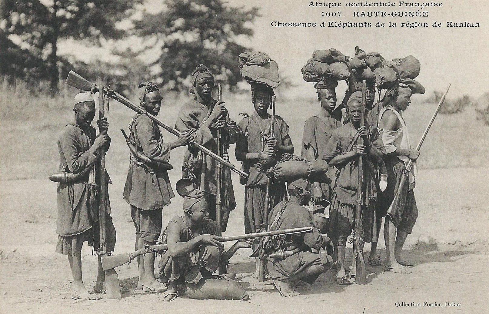 Fichier:Chasseurs d'éléphants de la région de Kankan (Guinée).jpg ...