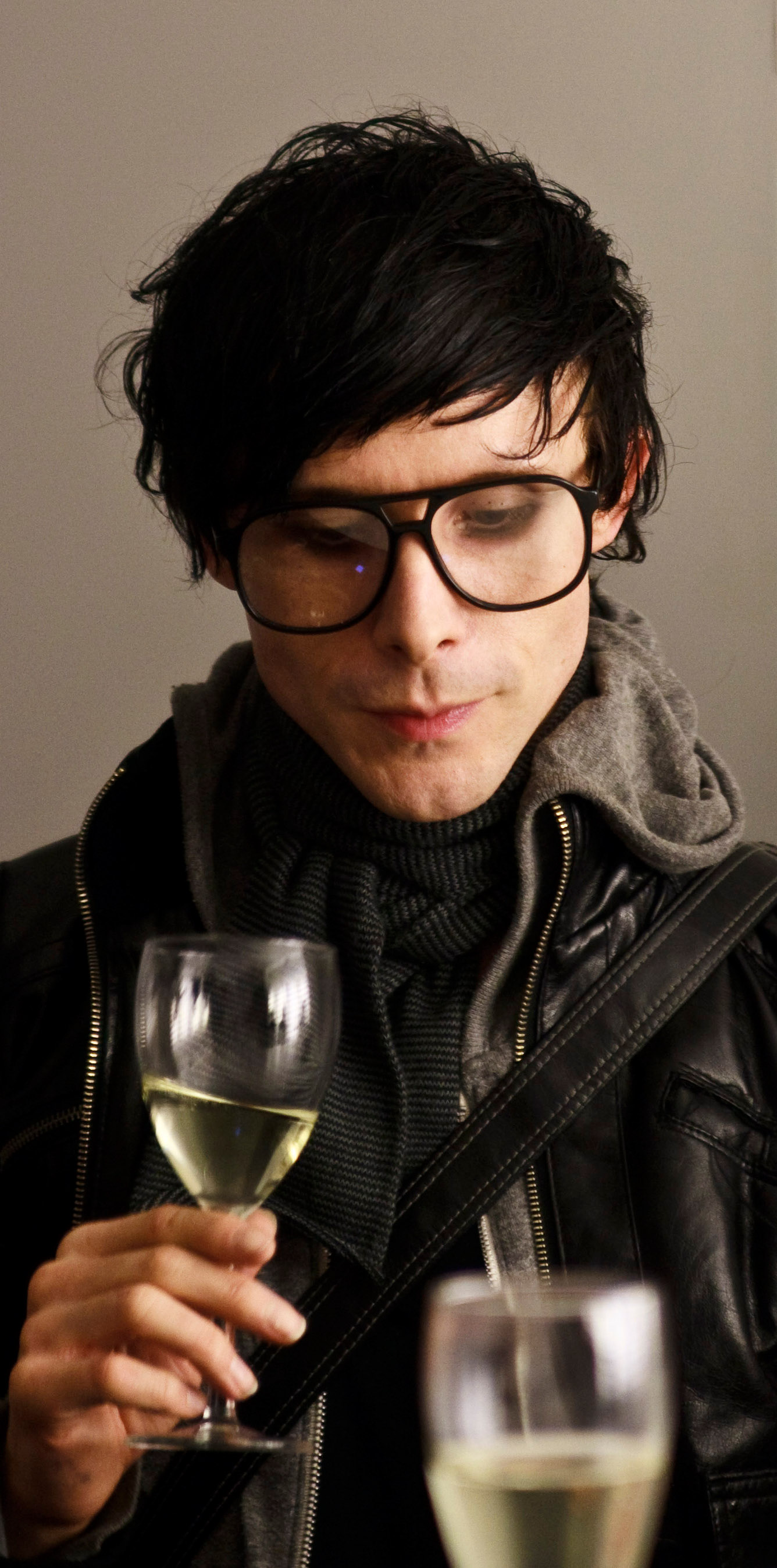 ¿En que estas pensando en estos momentos?  - Page 3 Chris_Corner_at_IAMX_Autograph_Session_in_Munich_2009_cropped
