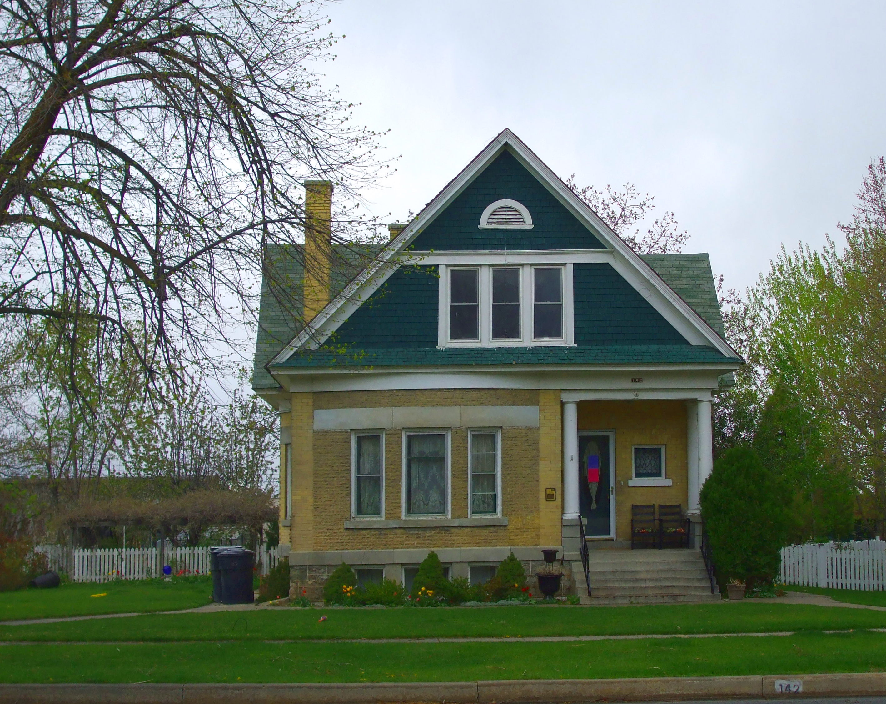 File compton house brigham city wikimedia commons for Building a house in utah