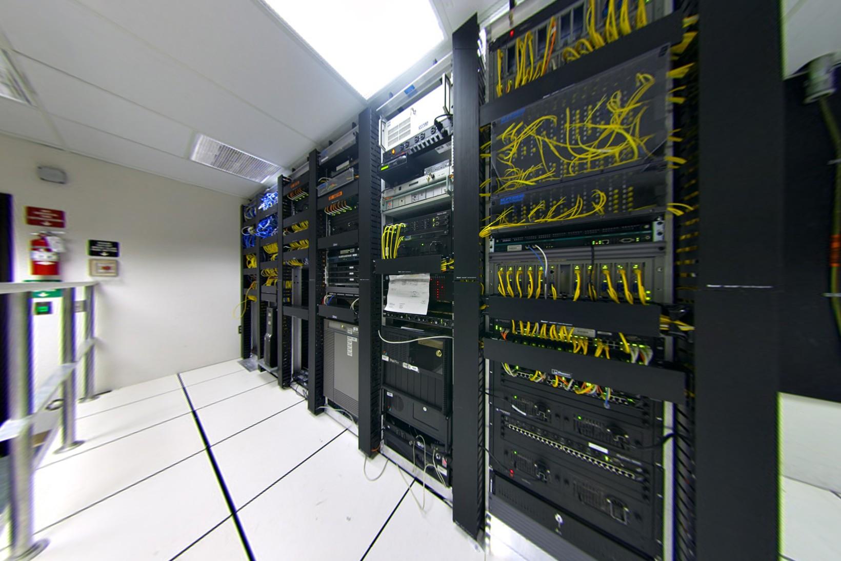 File Datacenter Telecom Rectilinear Cropped Jpg