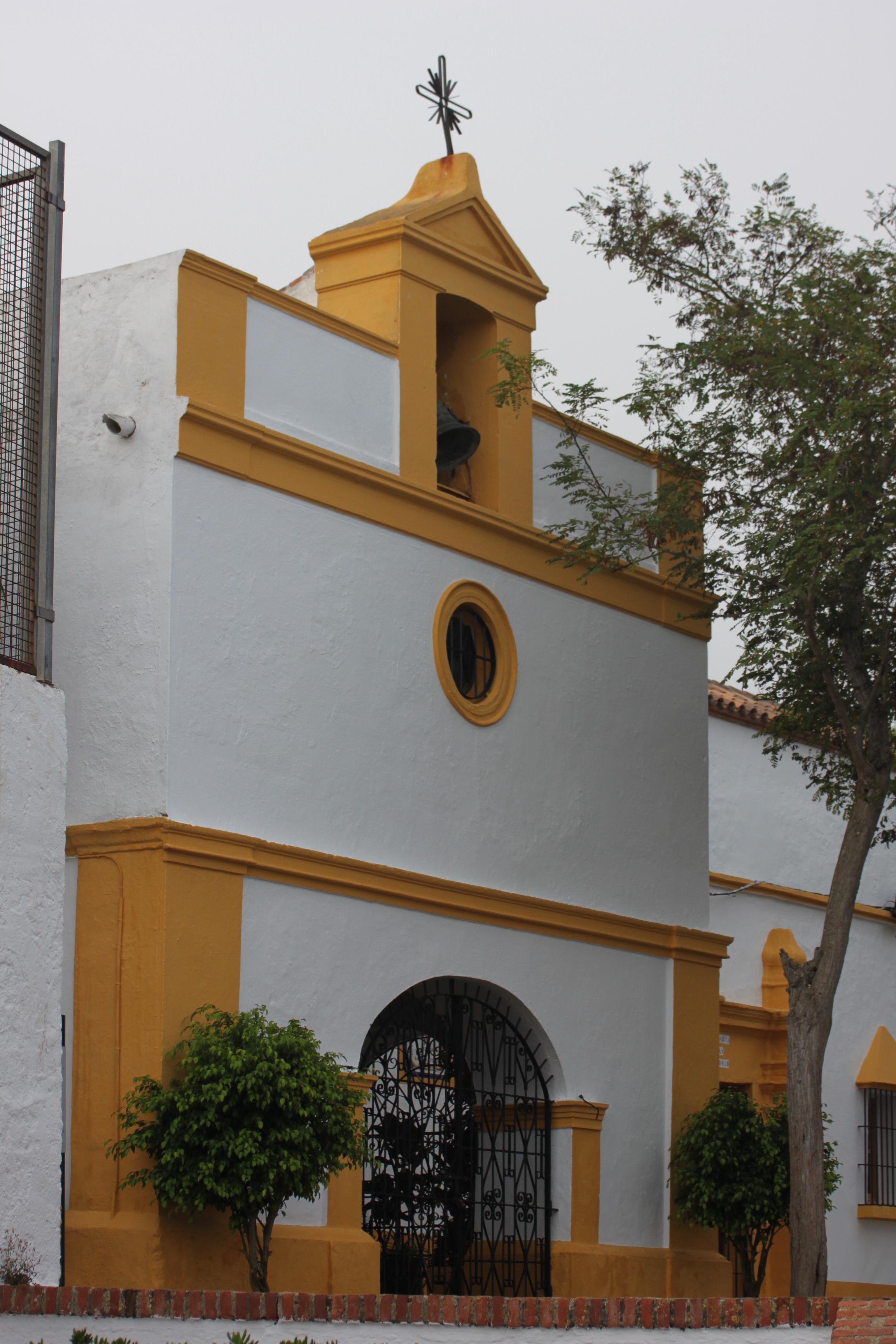 http://upload.wikimedia.org/wikipedia/commons/5/59/Ermita_de_San_Antonio_de_Padua_en_el_monte_Hacho_de_Ceuta.jpg